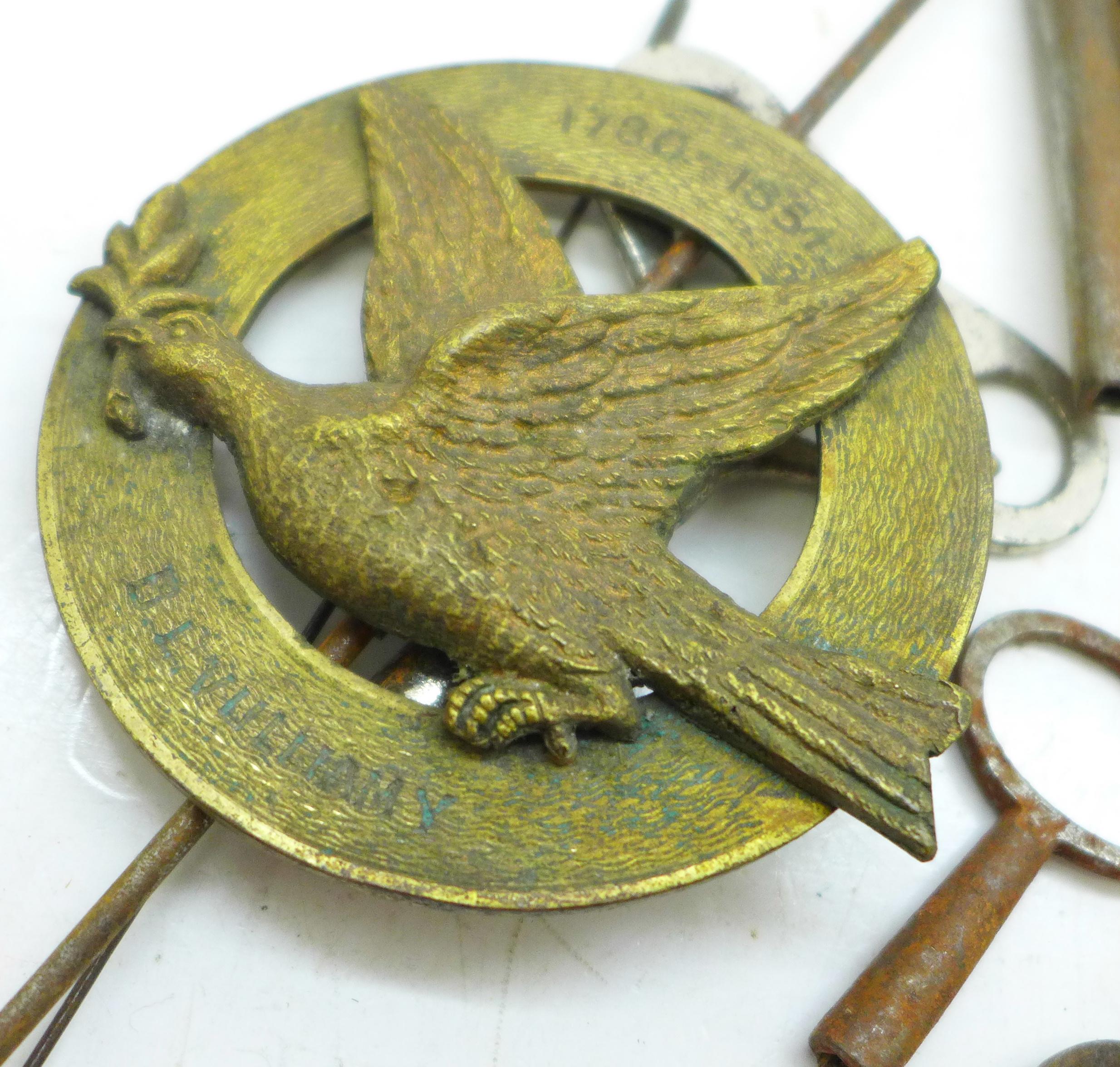 A quantity of clock keys - Image 2 of 2