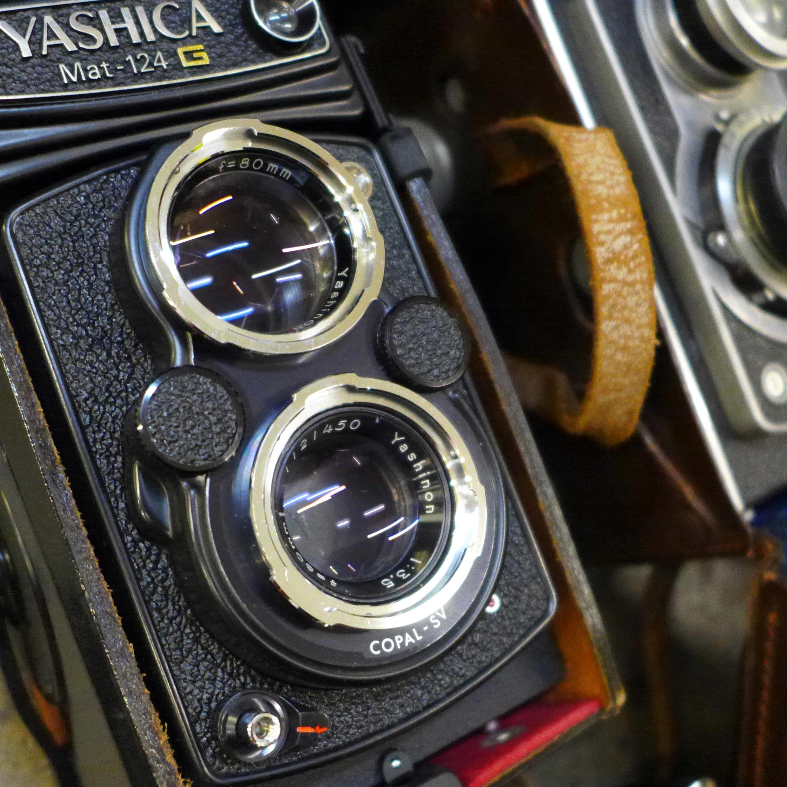 Five cameras; Yashica Mat-124 G, Nikon EM, Del Monza, Kodak Brownie, Zenit-E, a Jello cine camera, - Image 3 of 6