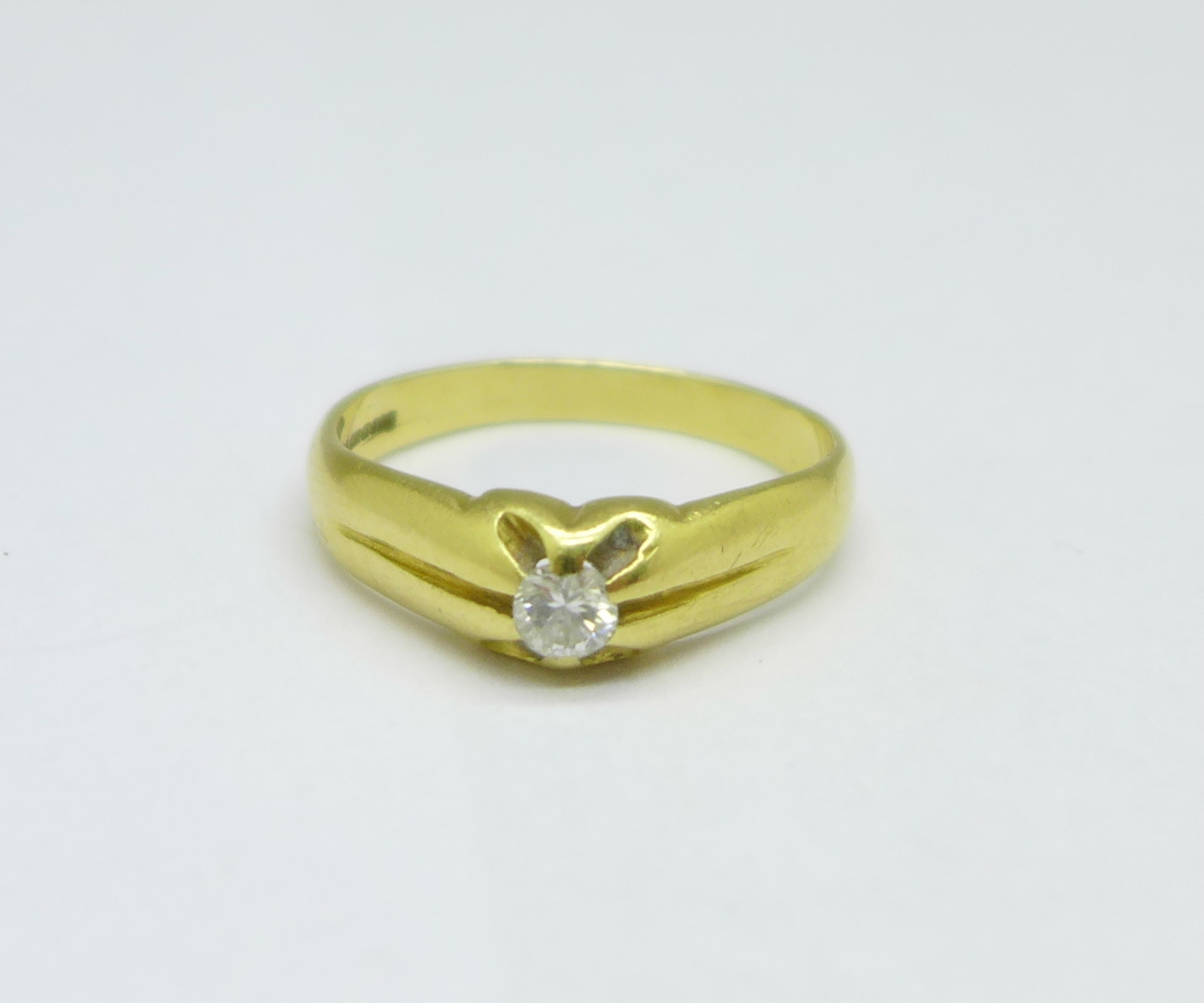 An 18ct gold and diamond ring, 4.8g, V