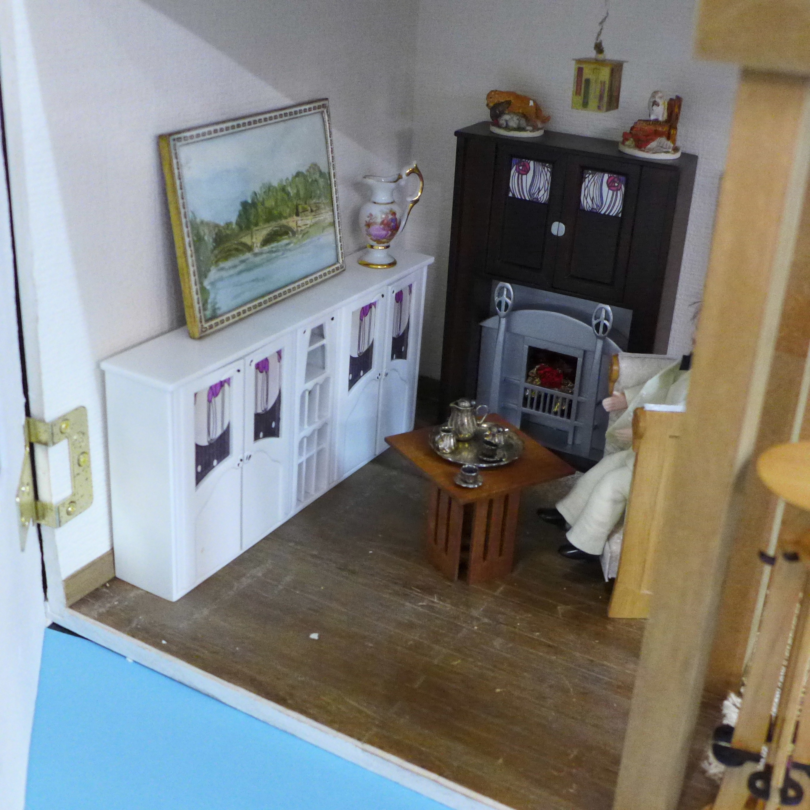 A Dolls House Emporiun Charles Rennie Makintosh-style Scottish House and Furniture. Assembled from a - Image 6 of 18