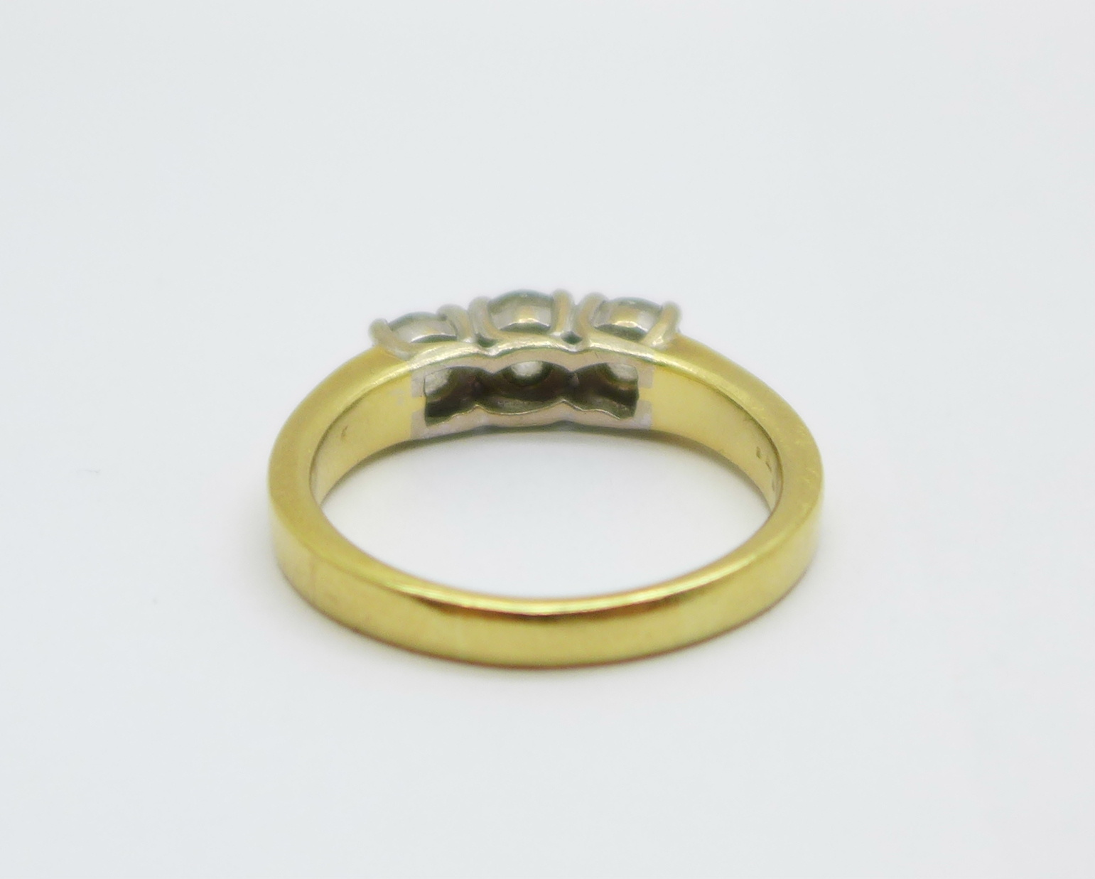 An 18ct yellow gold three stone diamond ring, approximately 1.25 carat total diamond weight, 8.6g, V - Image 3 of 6