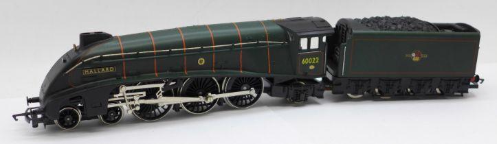 A Hornby OO gauge BR Class A4 4-6-2 Mallard locomotive and tender, boxed