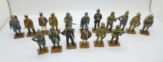 Seventeen del Prado metal figures of soldiers