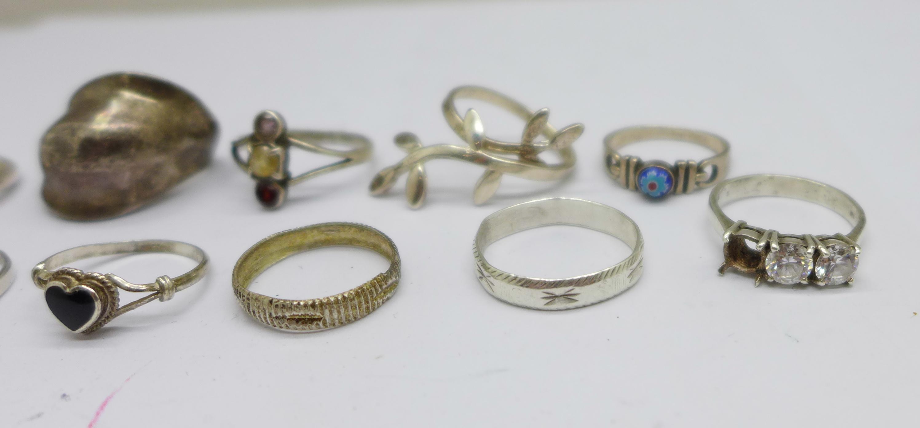Ten silver rings, 28g - Image 2 of 5