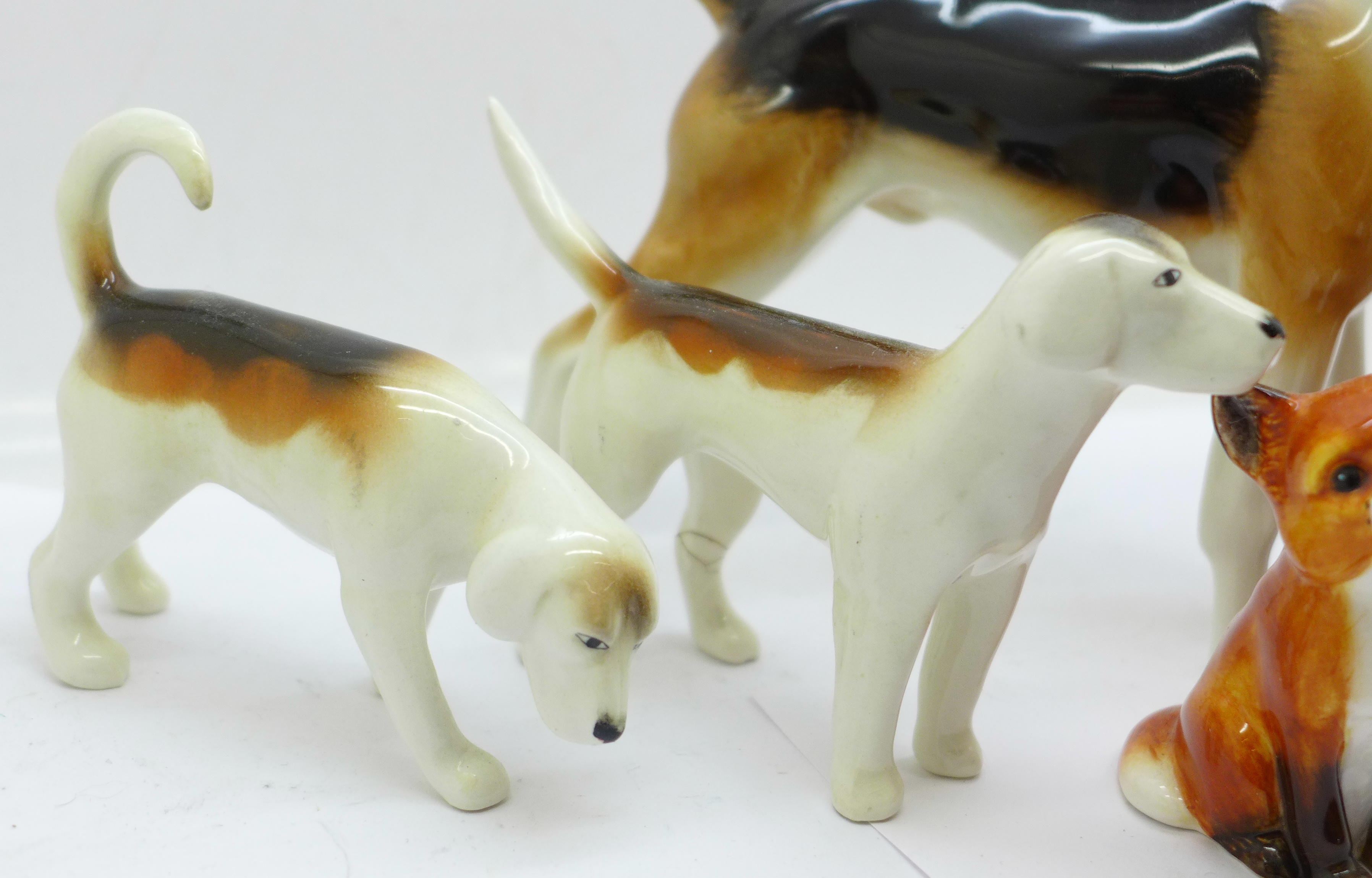 Three Beswick hounds, one a/f and two foxes, one fox a/f - Image 3 of 5