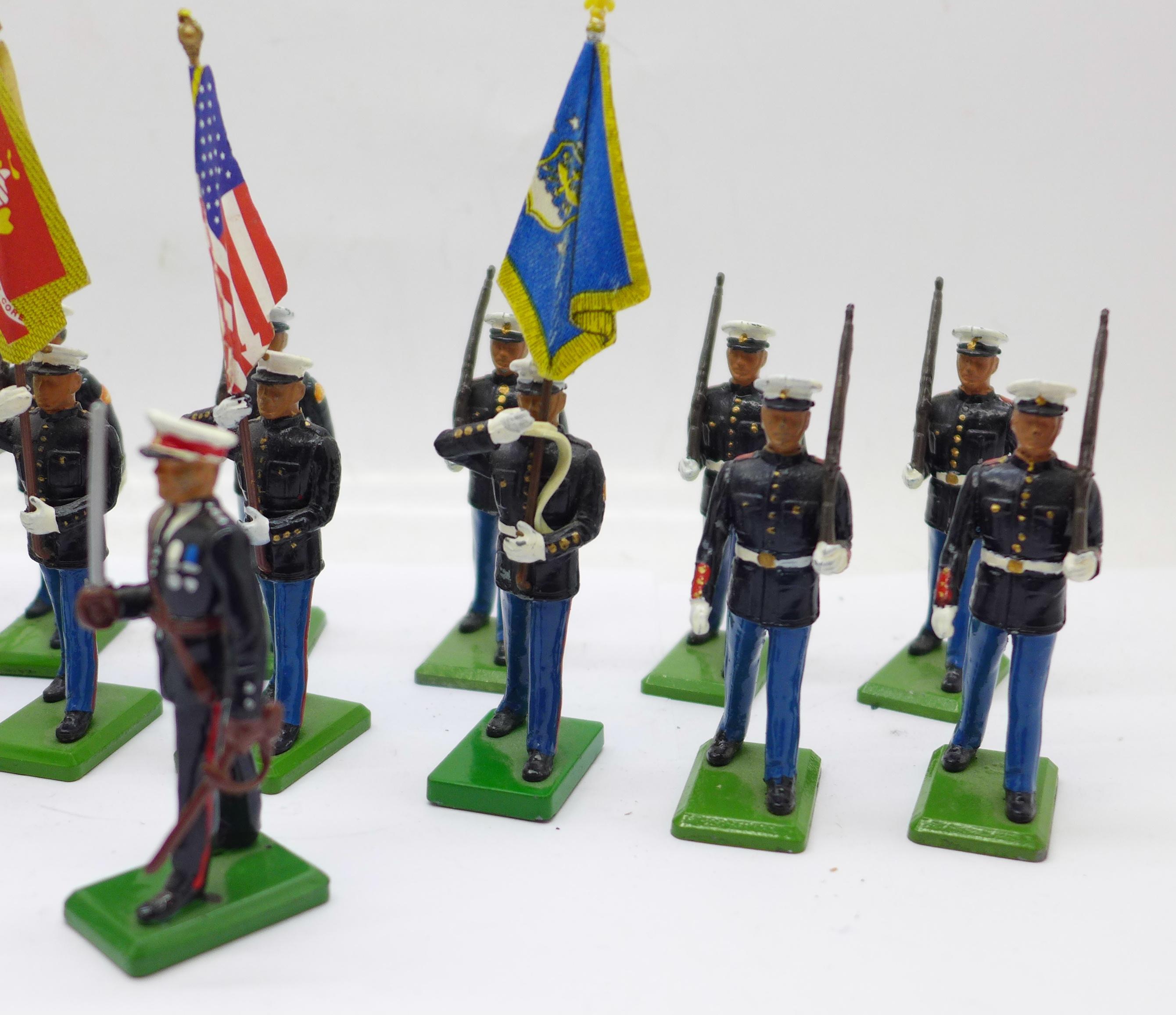 Twenty 1986 Britains Toys marching U.S. Marine figures - Image 3 of 5