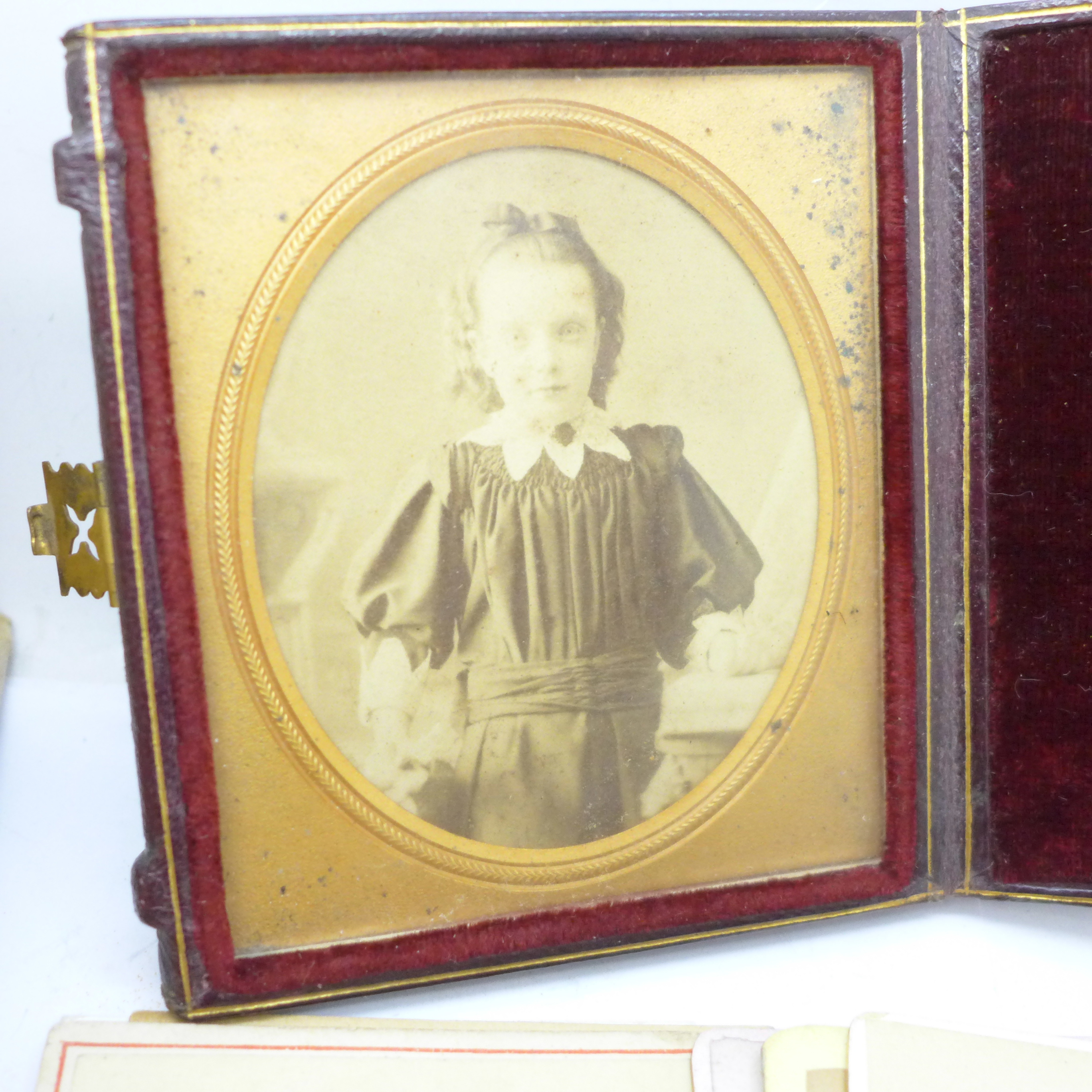 A box of over 200 Victorian carte de visite and a photograph in case - Image 2 of 5
