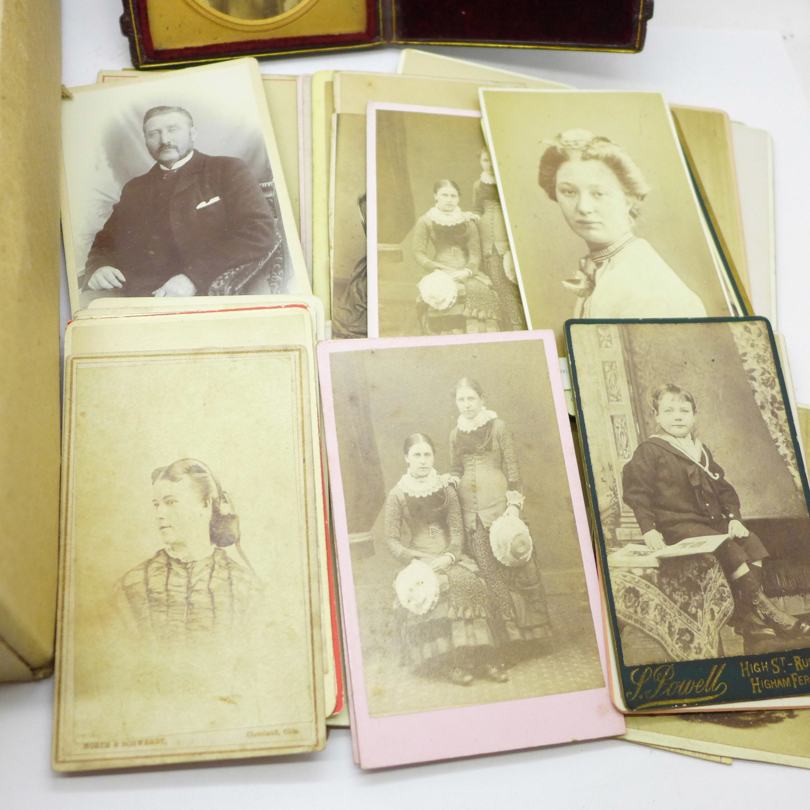 A box of over 200 Victorian carte de visite and a photograph in case - Image 3 of 5