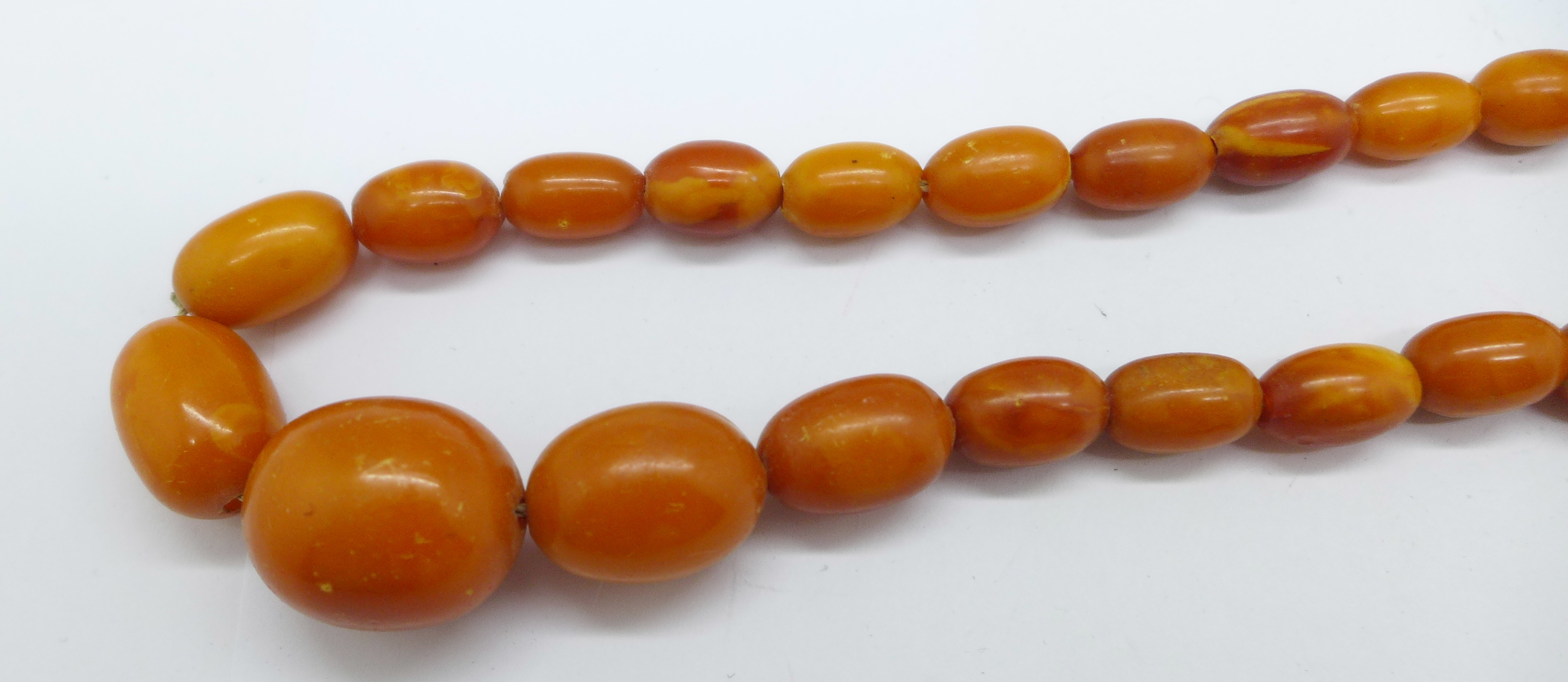A string of butterscotch amber beads, 21.6g - Image 2 of 2