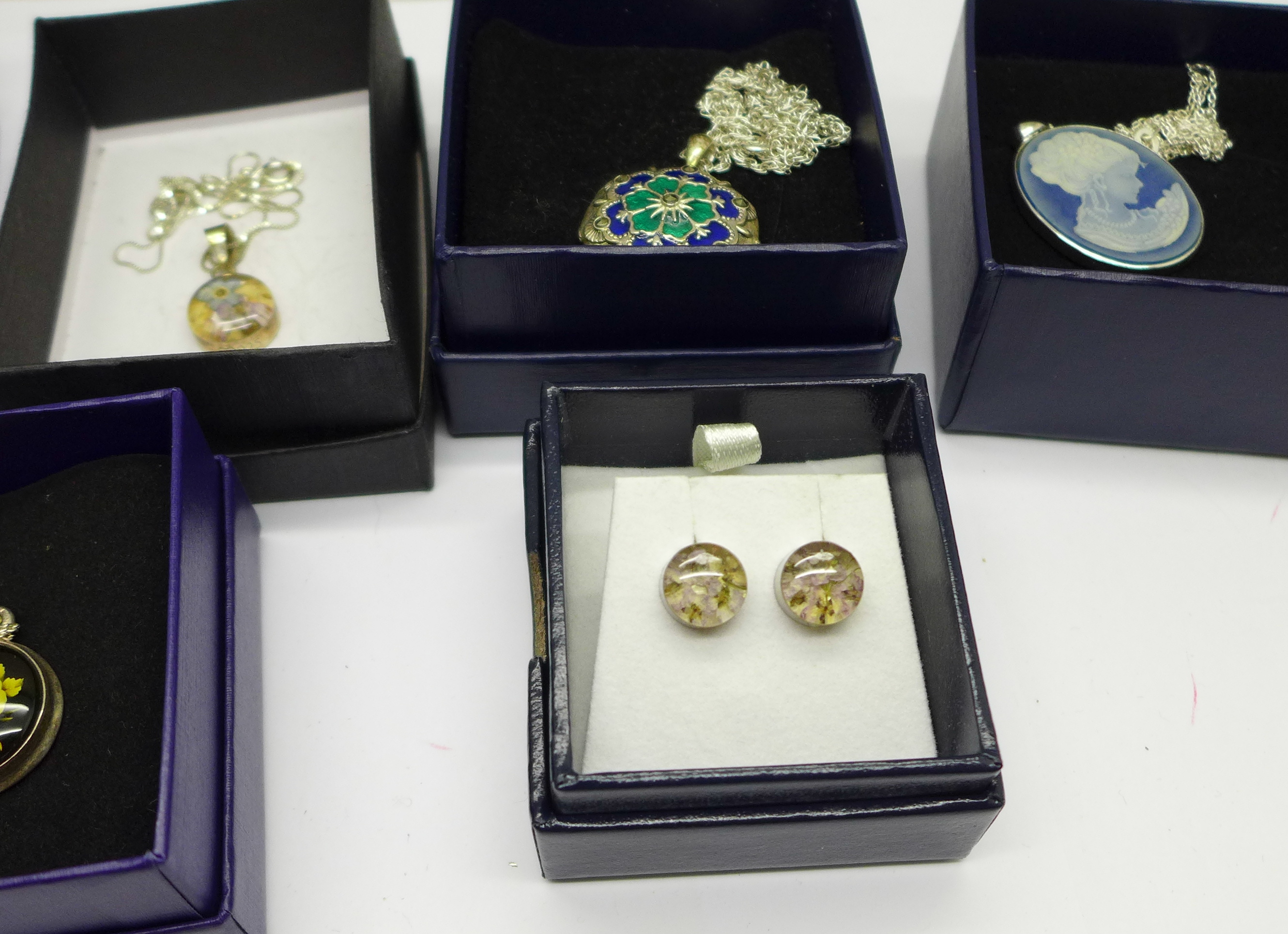Seven items of silver jewellery, boxed - Image 4 of 4