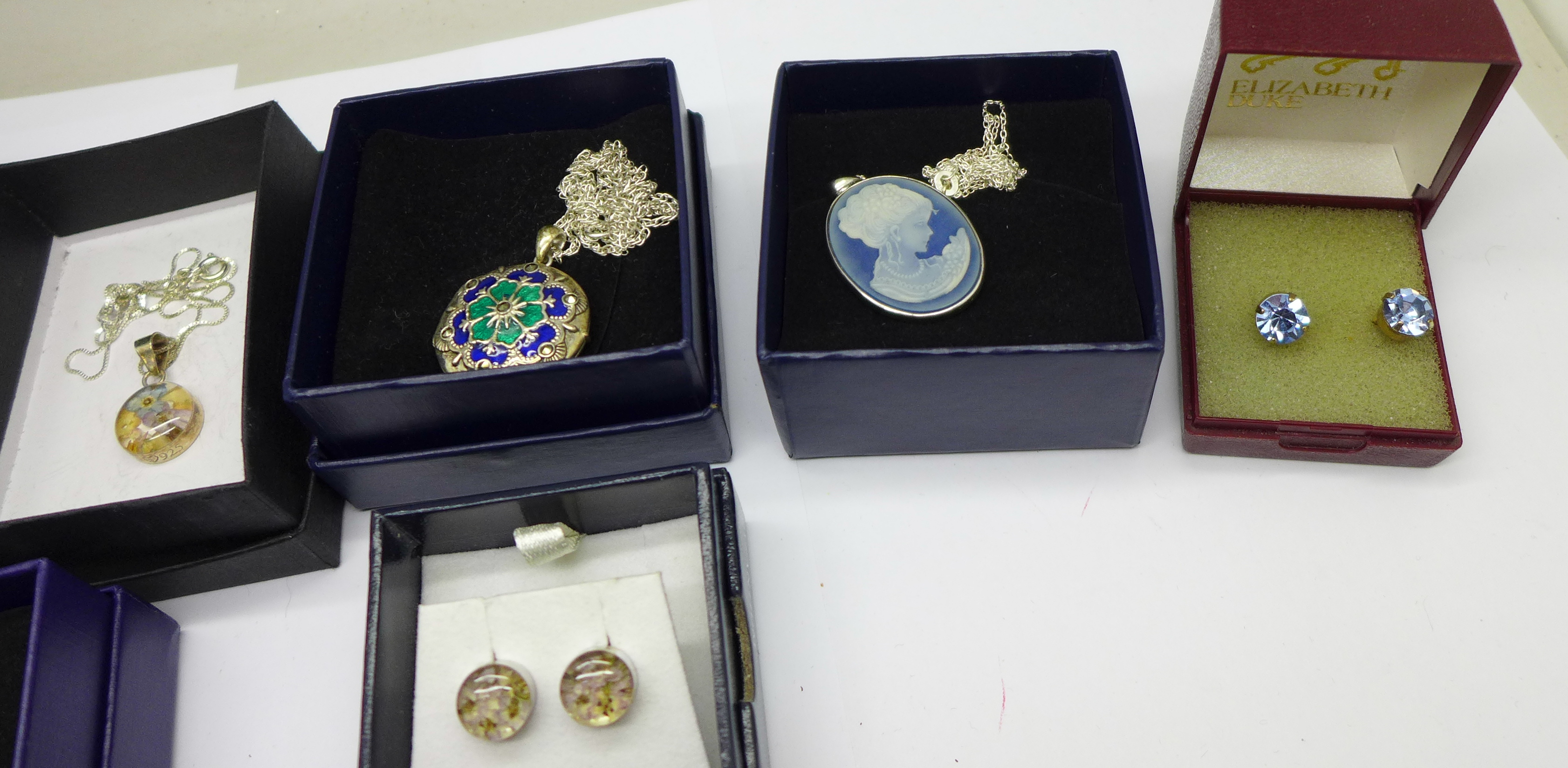 Seven items of silver jewellery, boxed - Image 2 of 4