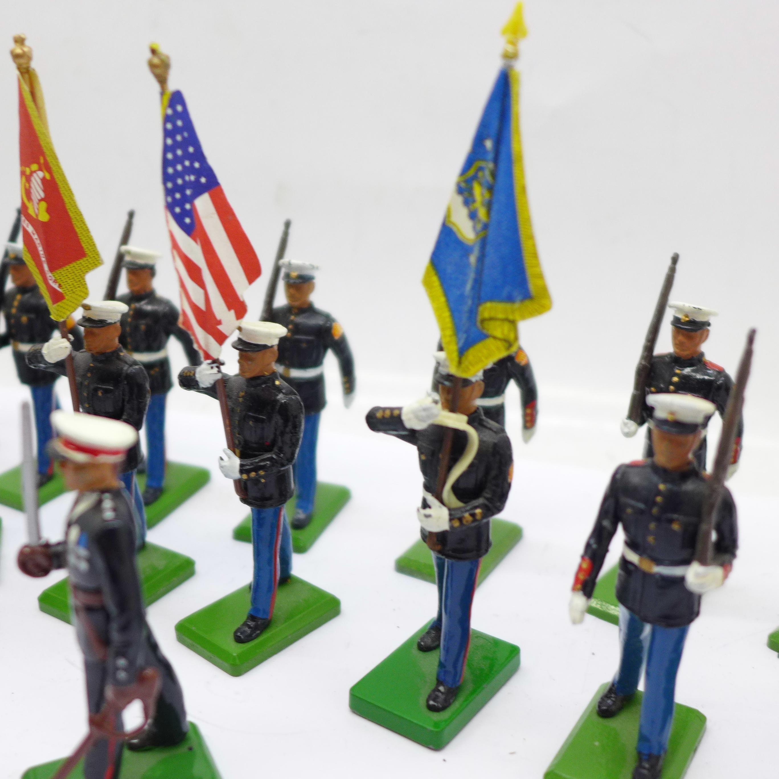 Twenty 1986 Britains Toys marching U.S. Marine figures - Image 4 of 5