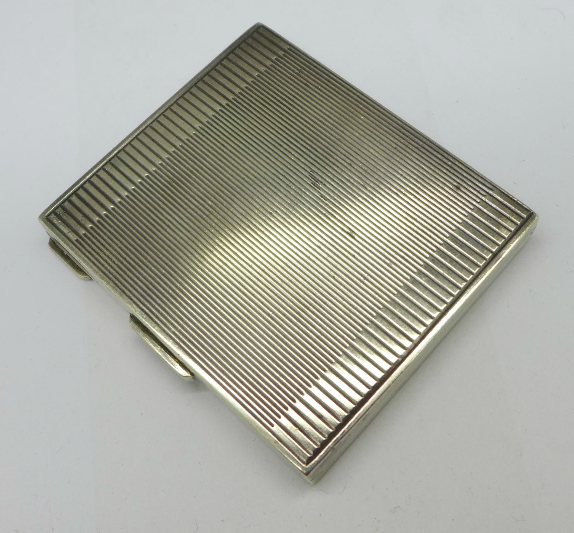 An Art Deco silver compact, London 1945, 80g - Image 2 of 5