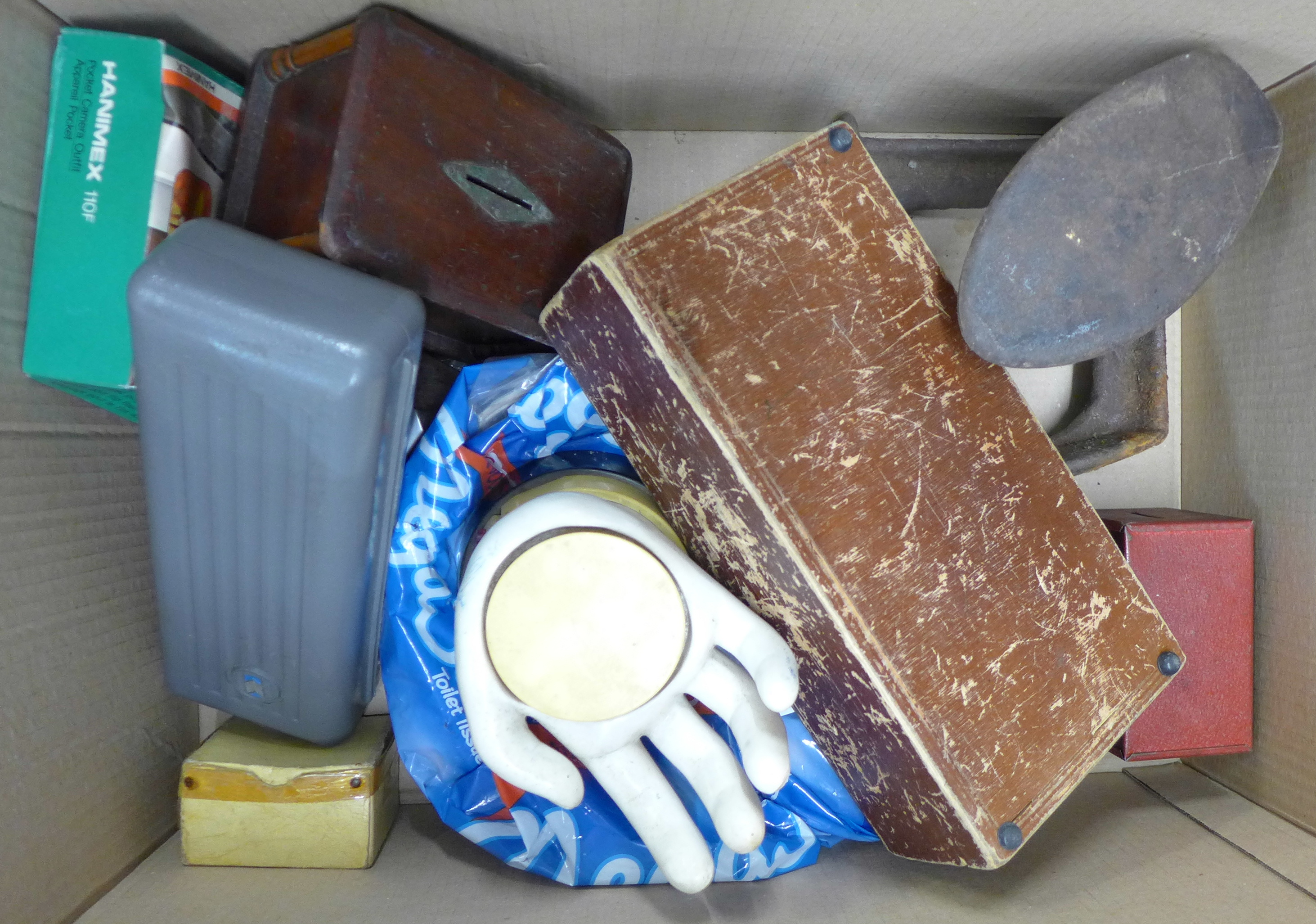 Four boxes of assorted items **PLEASE NOTE THIS LOT IS NOT ELIGIBLE FOR POSTING AND PACKING** - Image 3 of 5