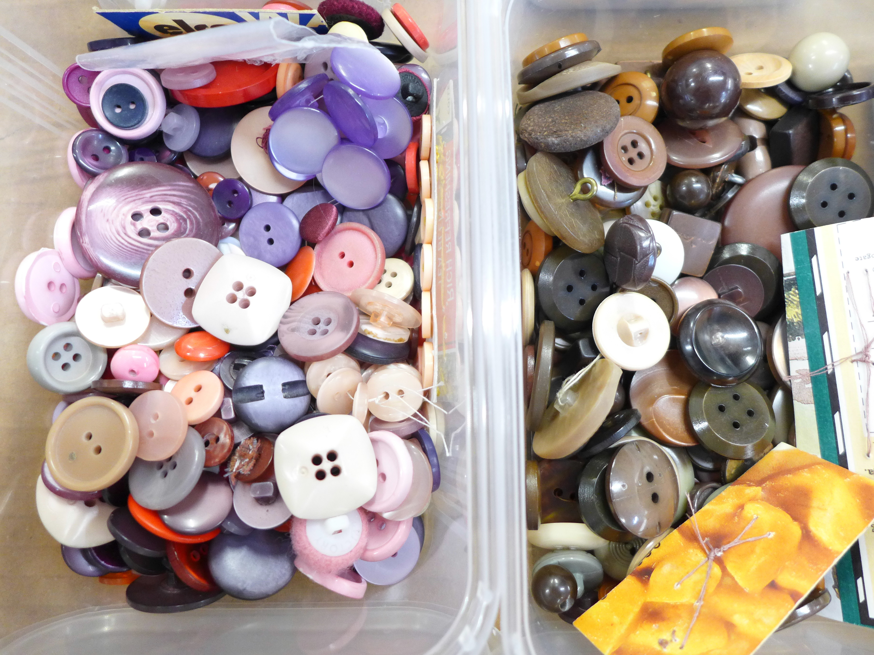 A large collection of vintage buttons, 1950's onwards - Image 4 of 5