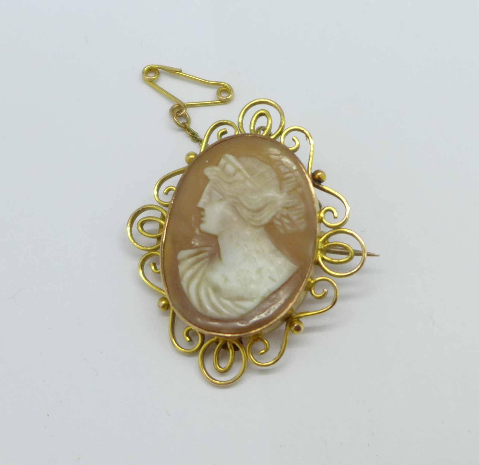 A 9ct gold cameo brooch, 5.6g