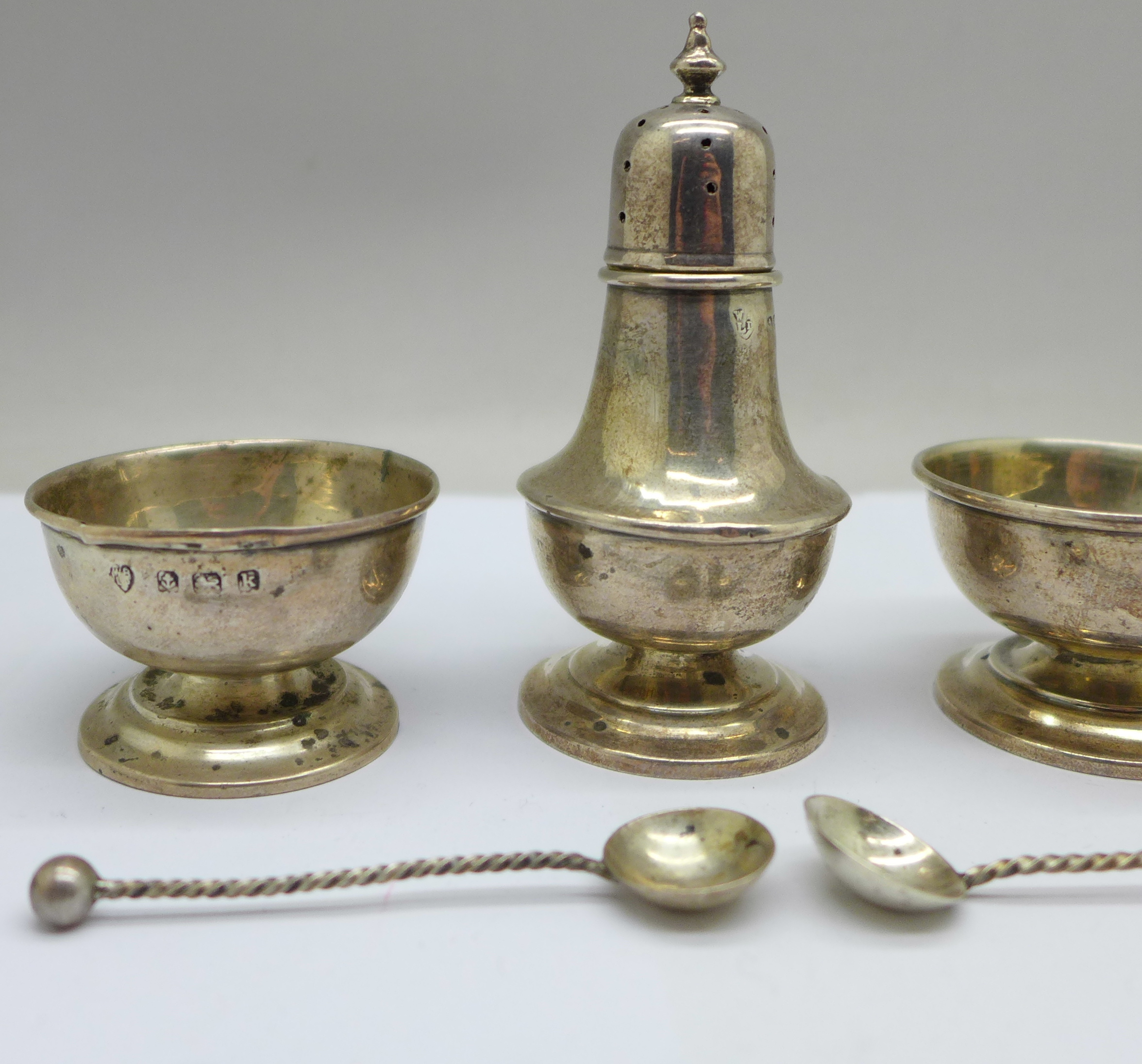 A pair of silver salts, one a/f, spoons and a pepper, 36g - Image 2 of 5