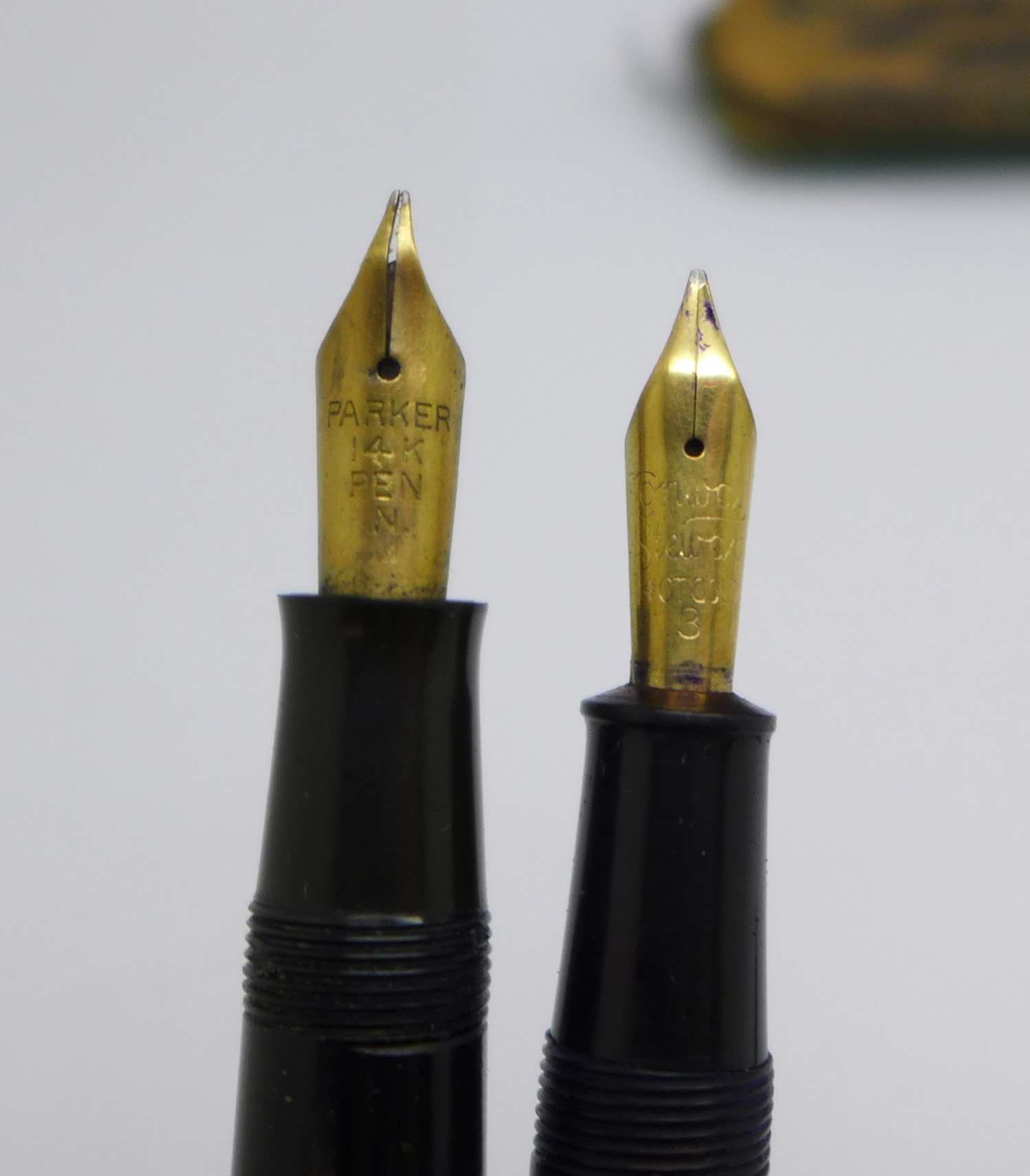 Two fountain pens, Conway Stewart and Parker, with 14k gold nibs (case a/f) - Image 4 of 6