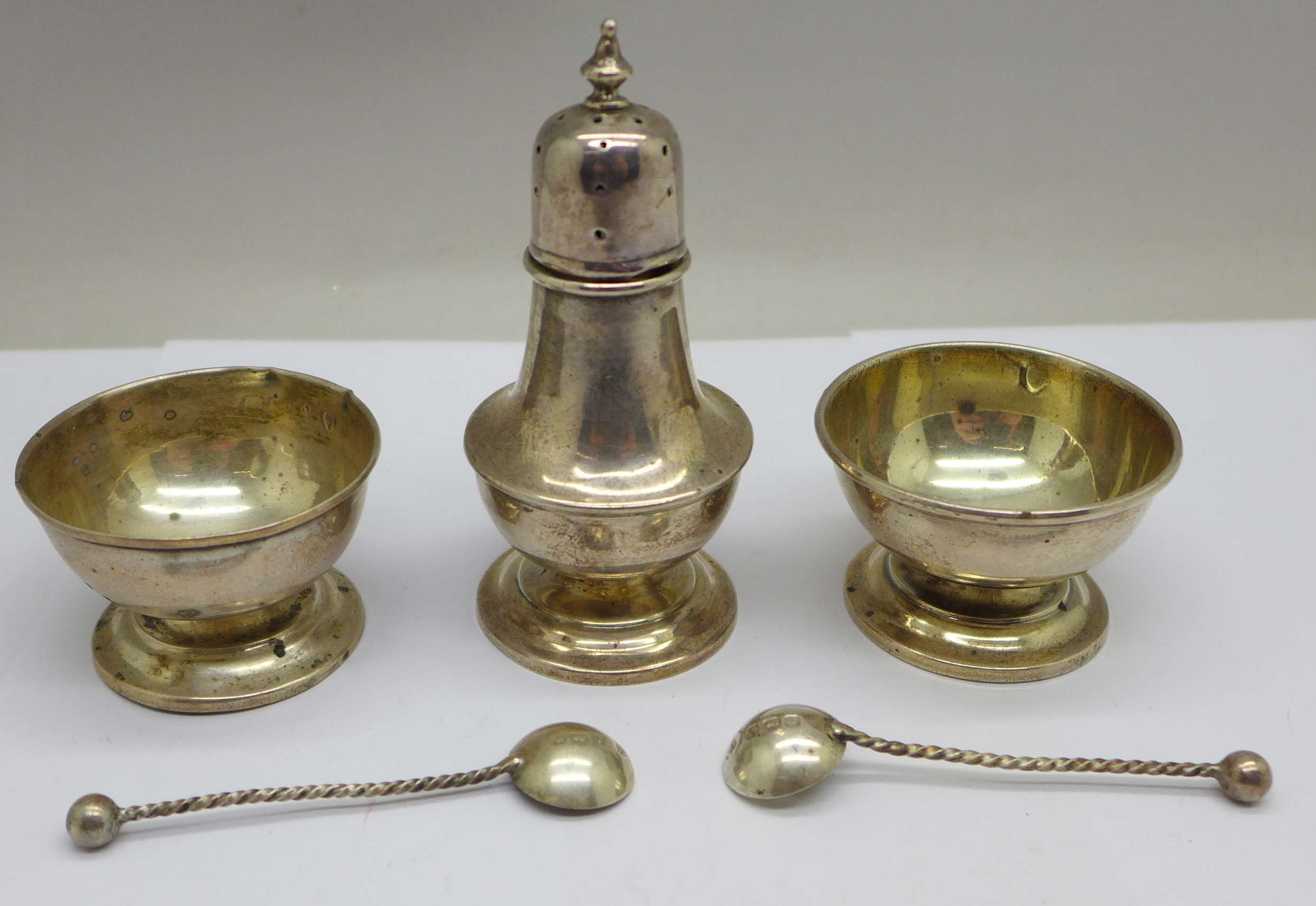 A pair of silver salts, one a/f, spoons and a pepper, 36g - Image 5 of 5