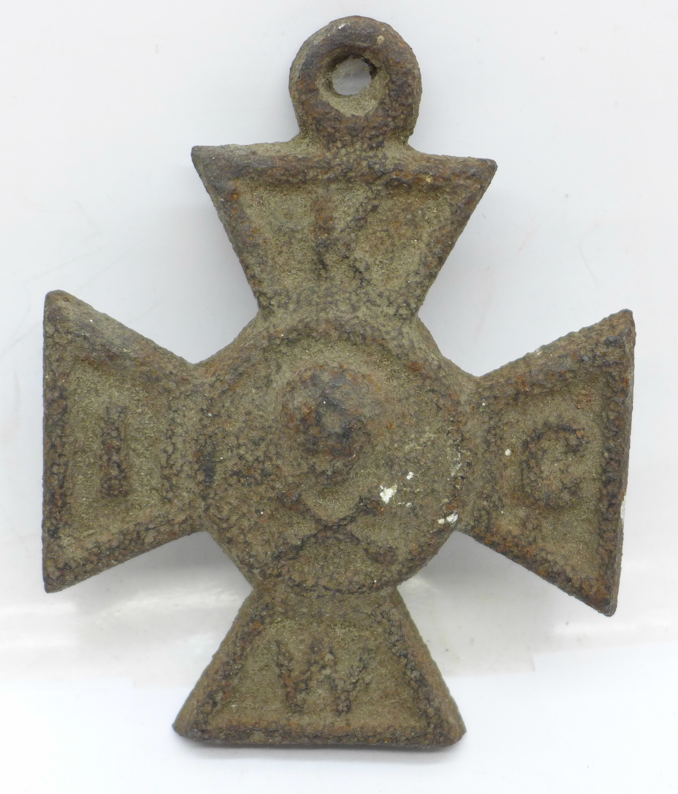 A cast metal cross with skull and crossbones, 10cm