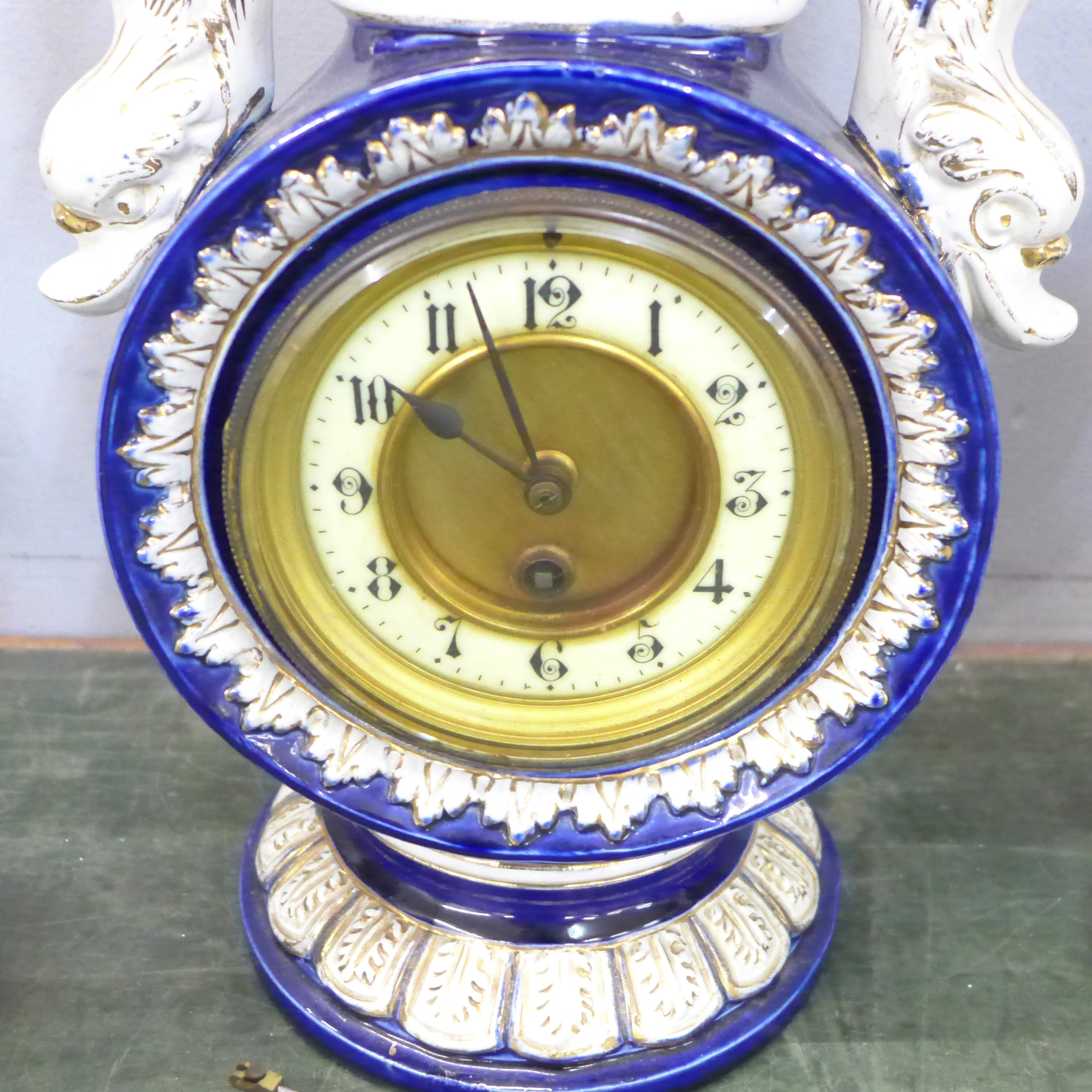 A ceramic clock garniture - Image 3 of 5