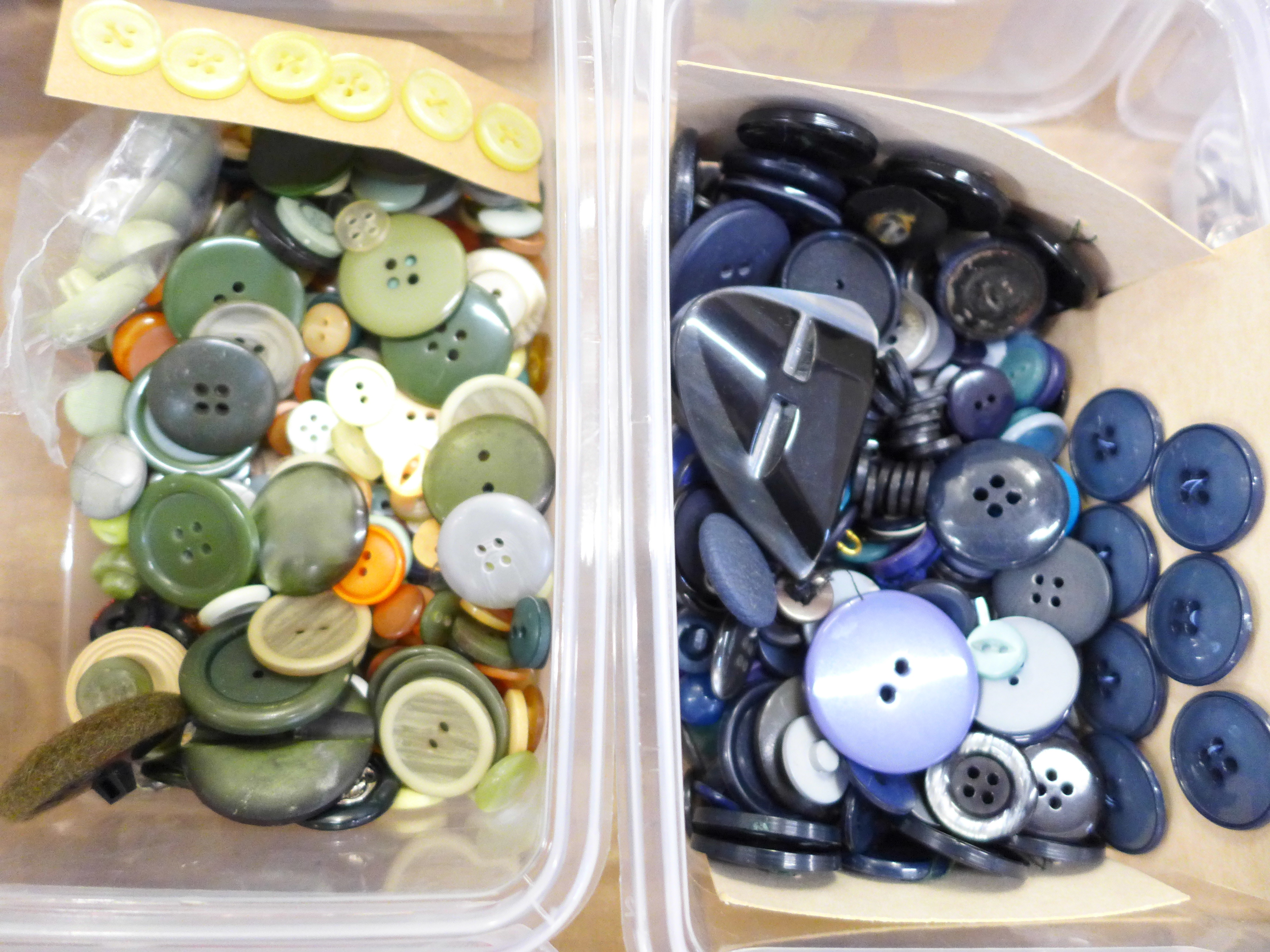 A large collection of vintage buttons, 1950's onwards - Image 2 of 5