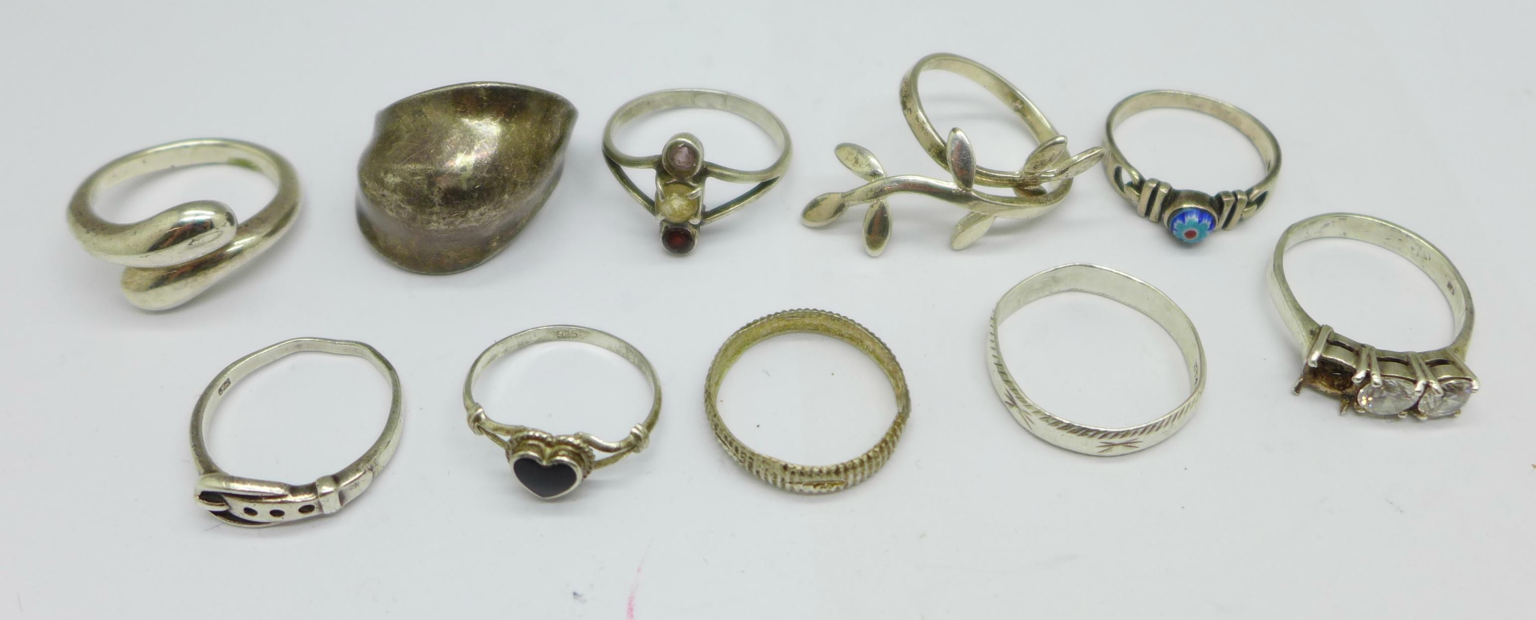 Ten silver rings, 28g