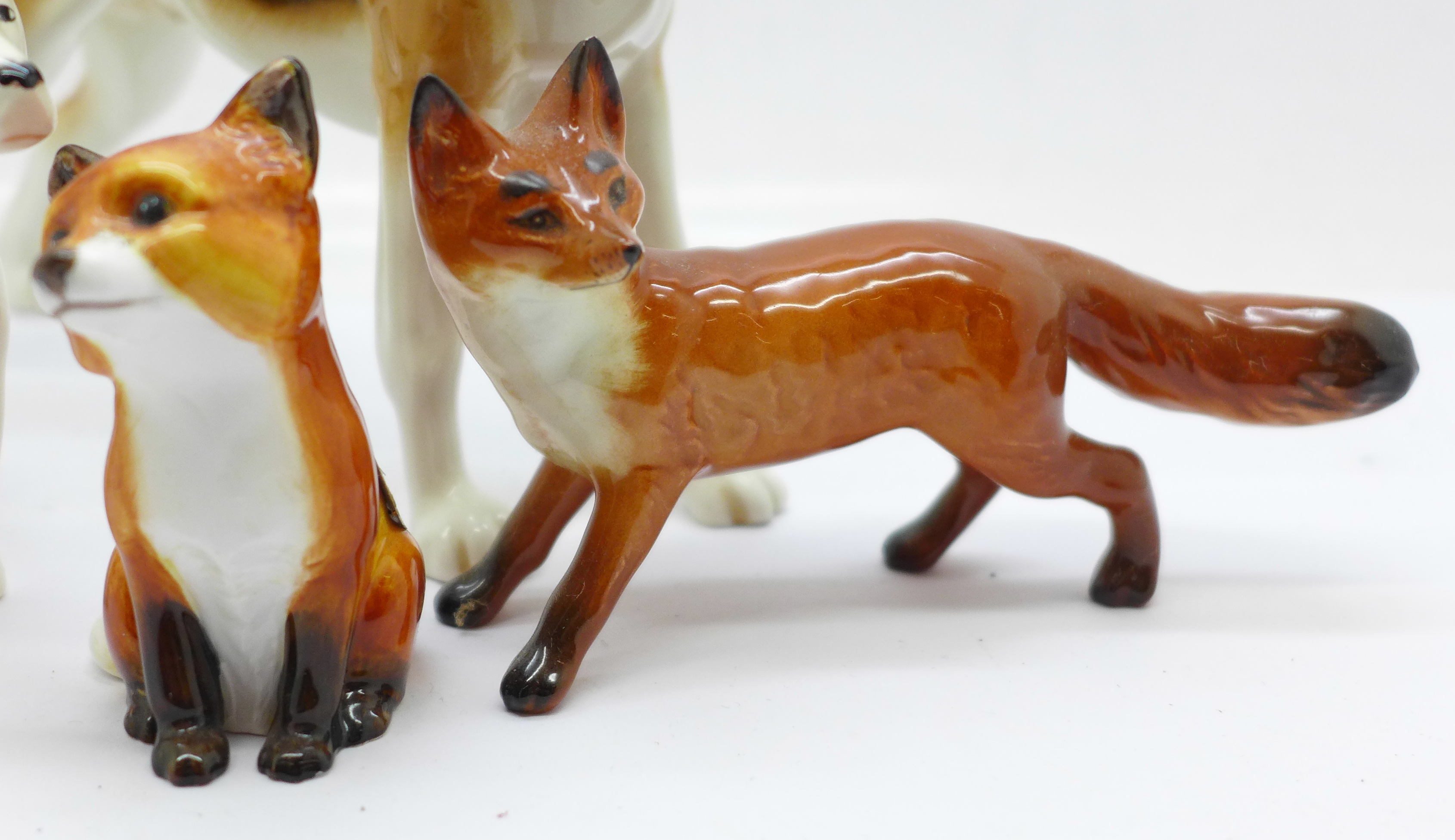Three Beswick hounds, one a/f and two foxes, one fox a/f - Image 2 of 5