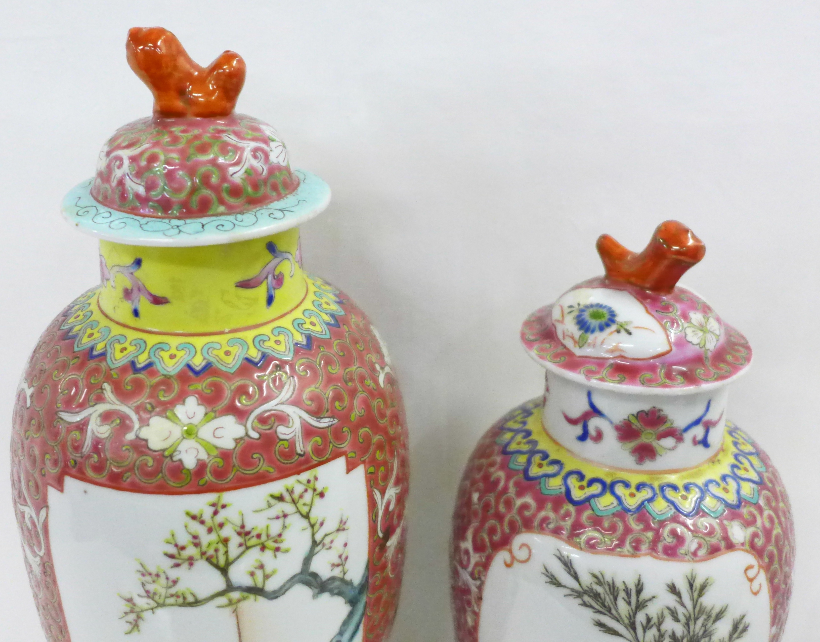 Two famille verte jars with covers - Image 2 of 5