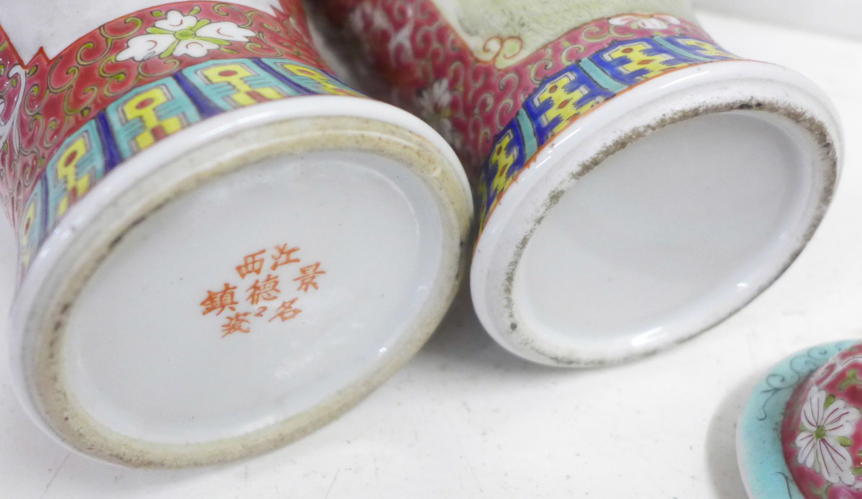 Two famille verte jars with covers - Image 5 of 5