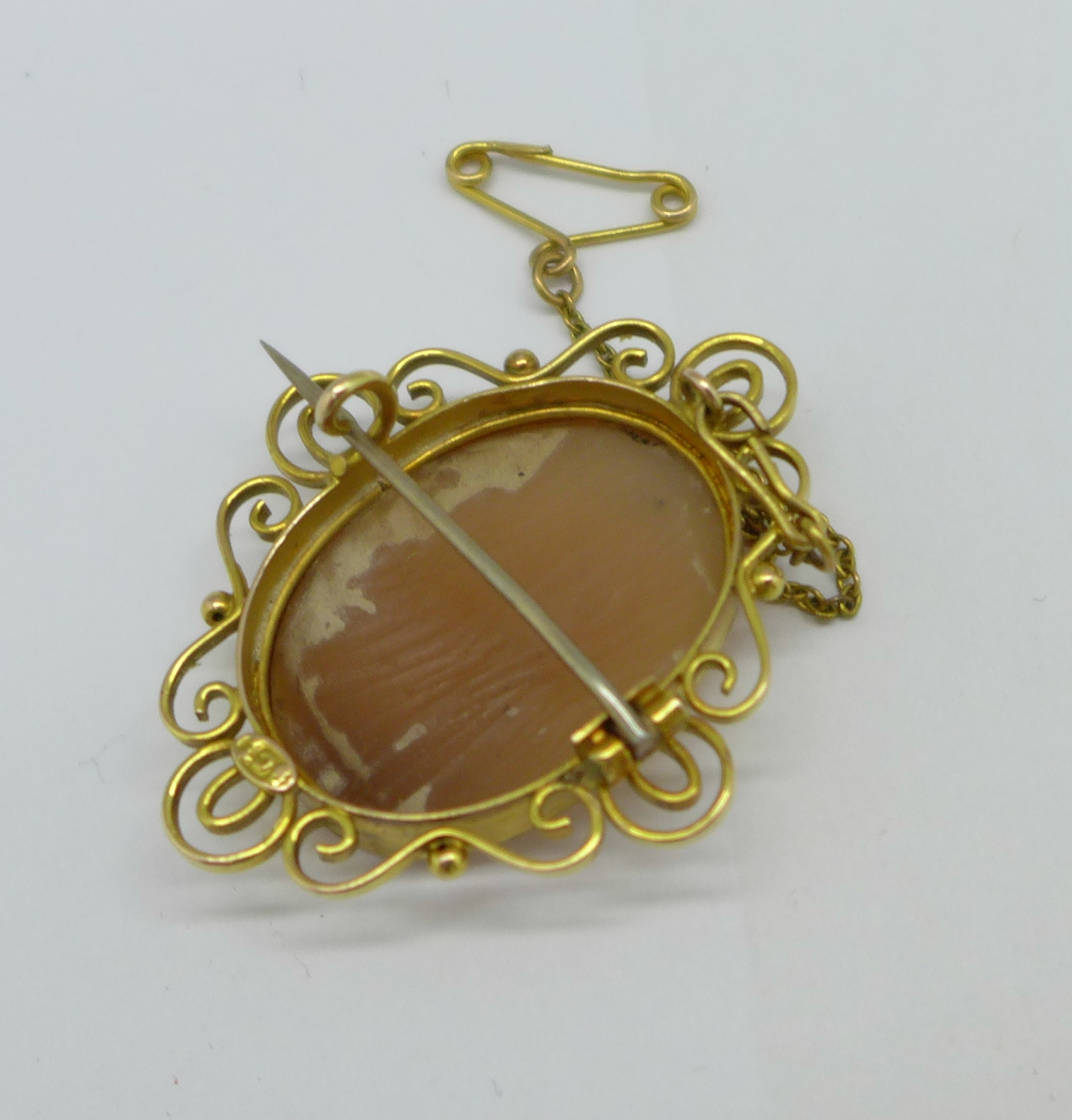 A 9ct gold cameo brooch, 5.6g - Image 2 of 2