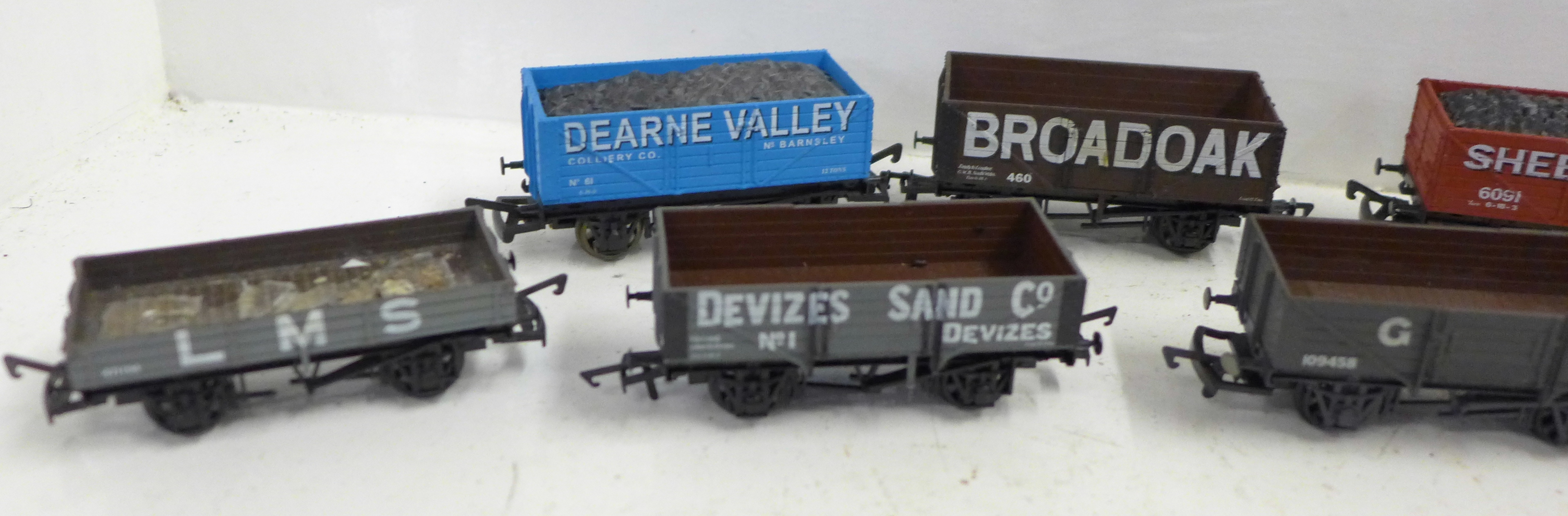 Ten OO gauge model railway wagons including Airfix and Dapol - Image 2 of 3