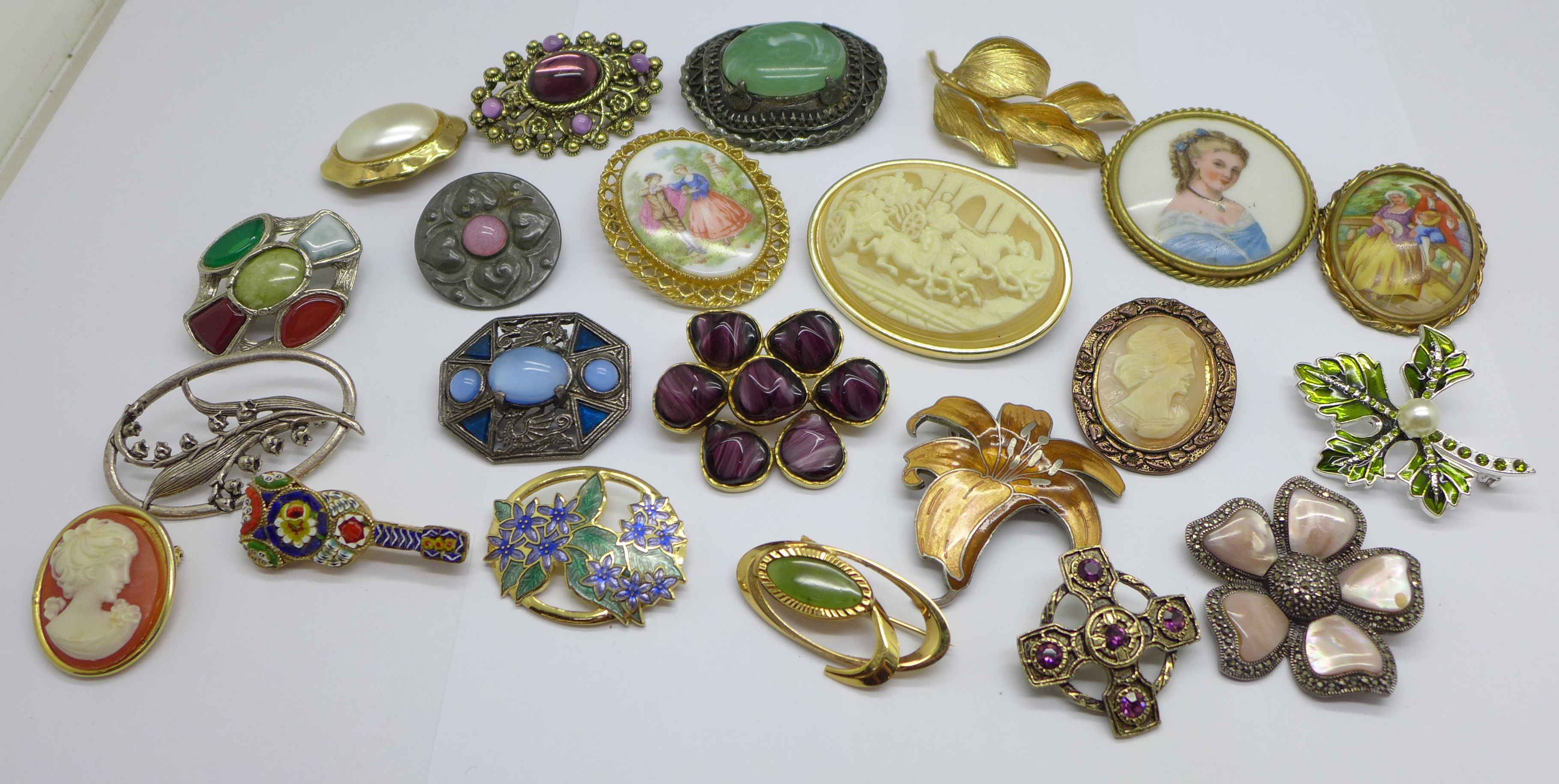 A collection of costume brooches