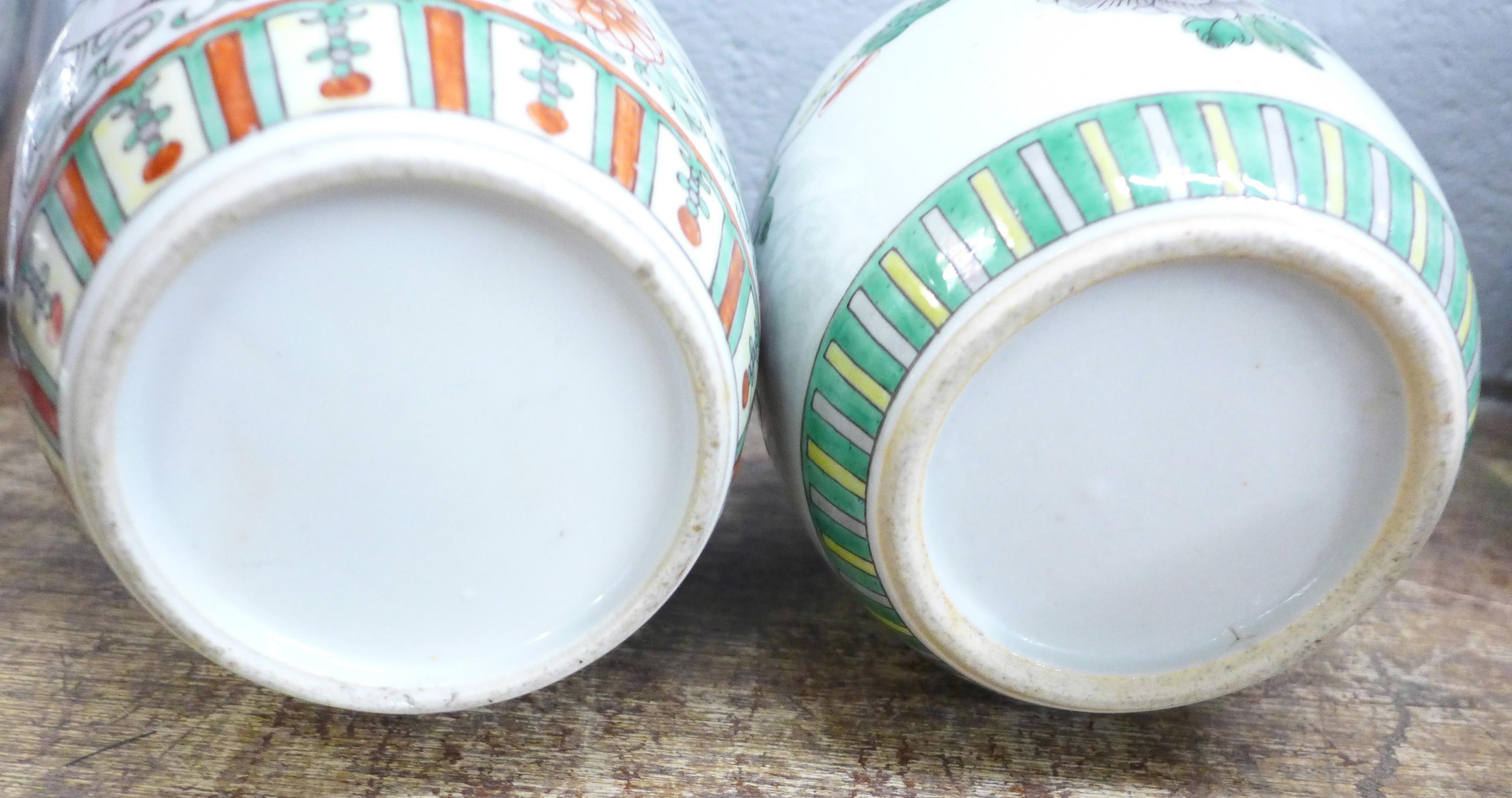Two famille verte jars, both lacking lids - Image 5 of 5