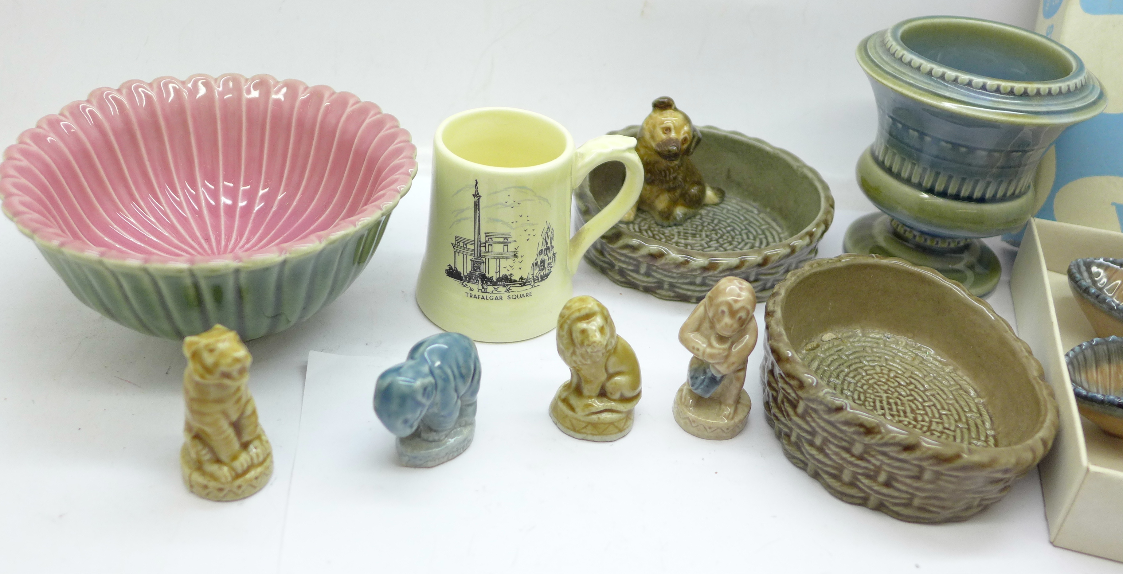 Ten pieces of Wade including a boxed starfish - Image 3 of 3