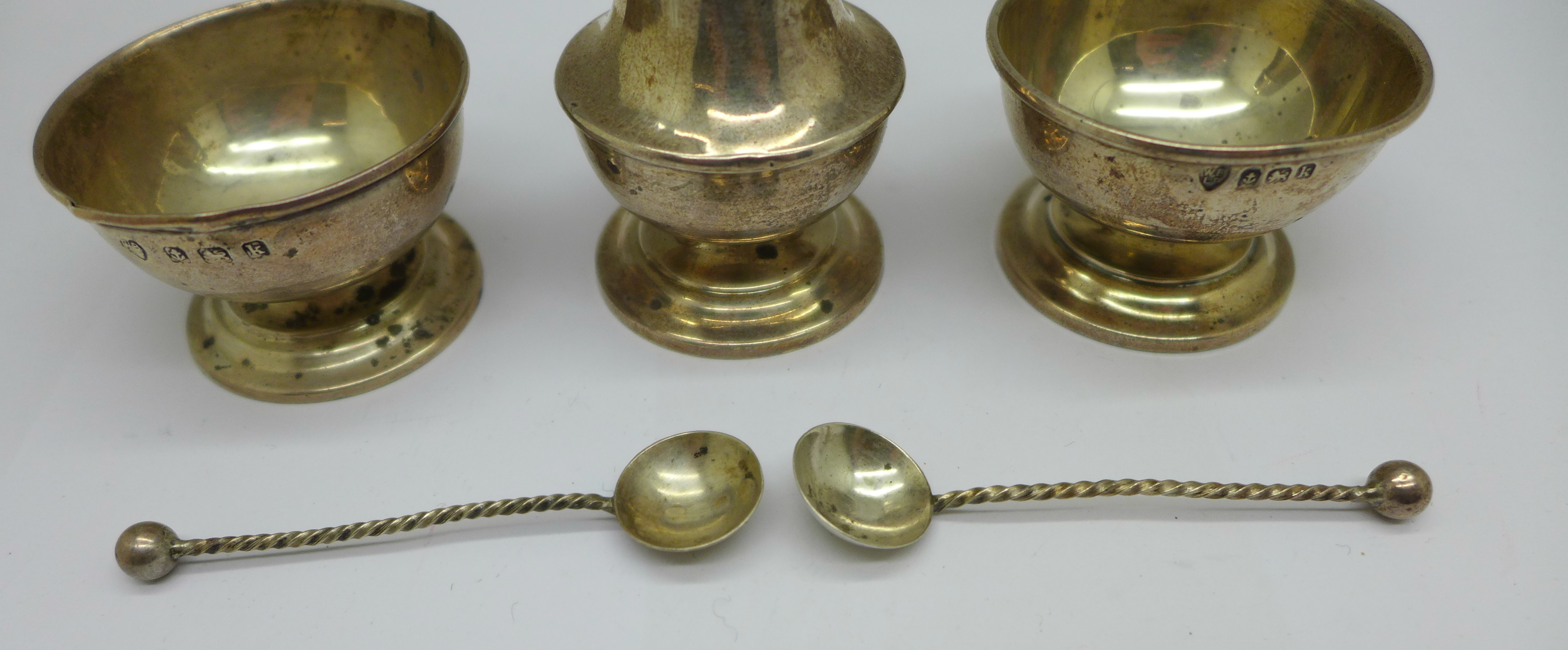 A pair of silver salts, one a/f, spoons and a pepper, 36g - Image 4 of 5