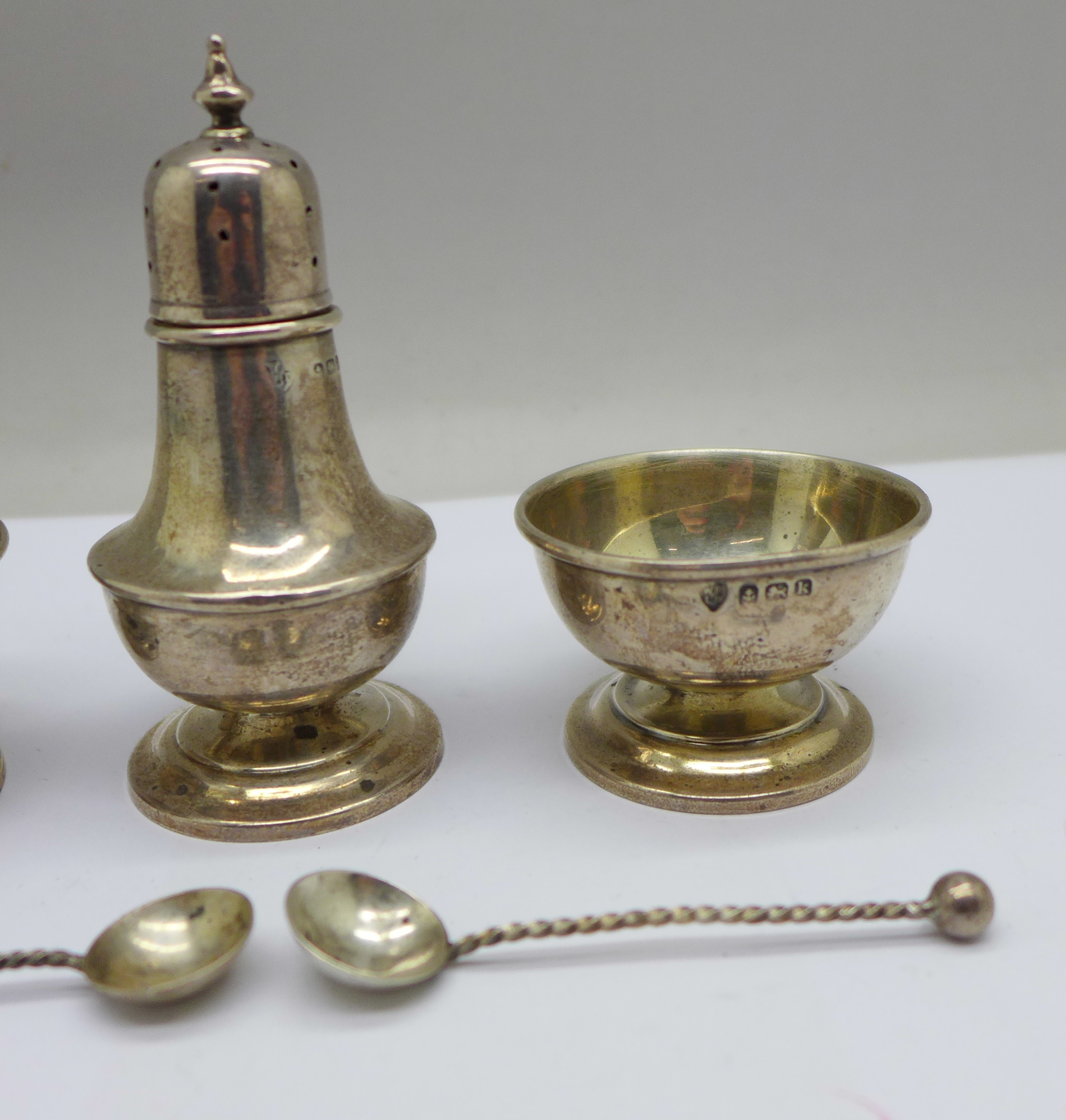 A pair of silver salts, one a/f, spoons and a pepper, 36g - Image 3 of 5