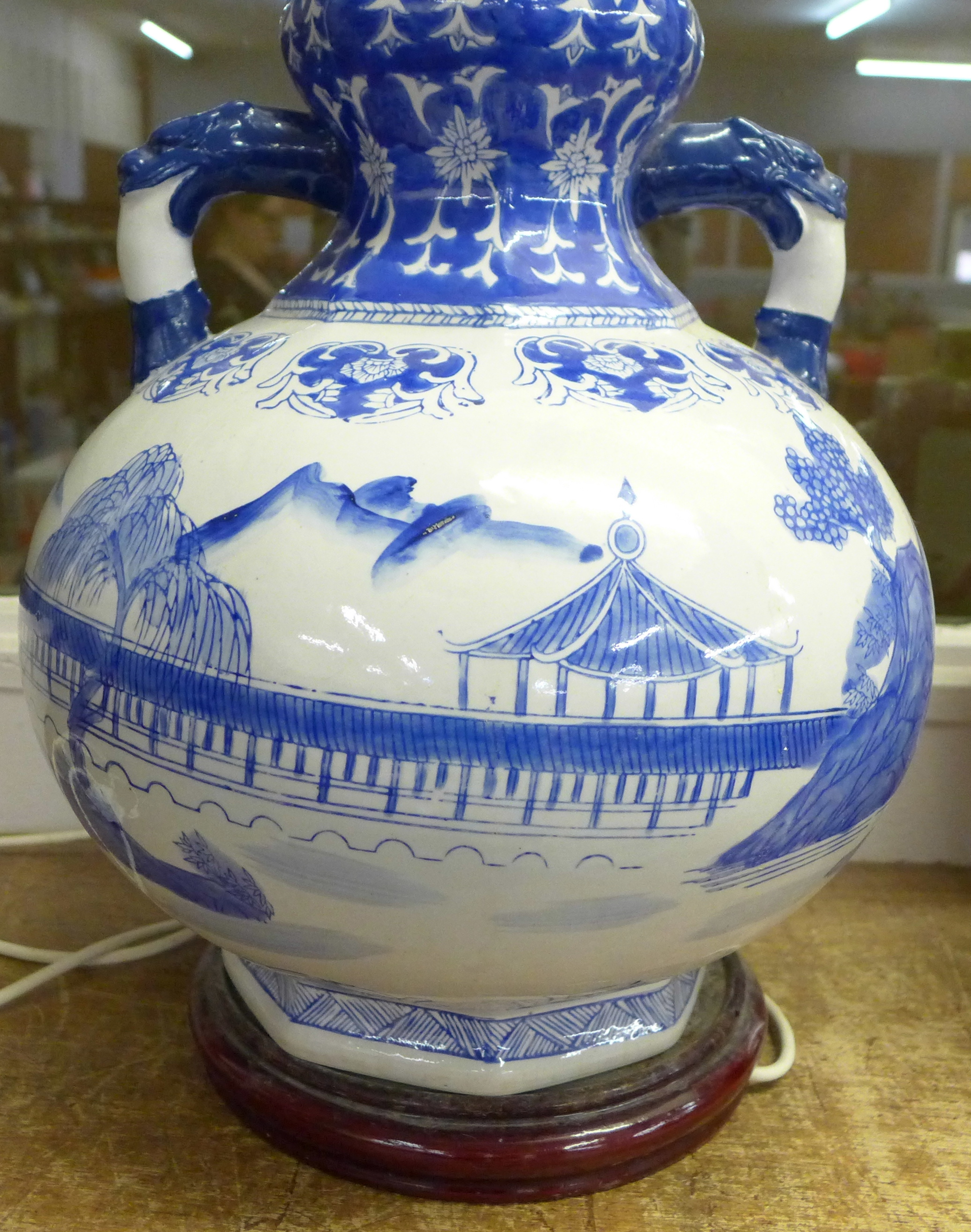 A large Chinese blue and white table lamp, 40cm - Image 2 of 4