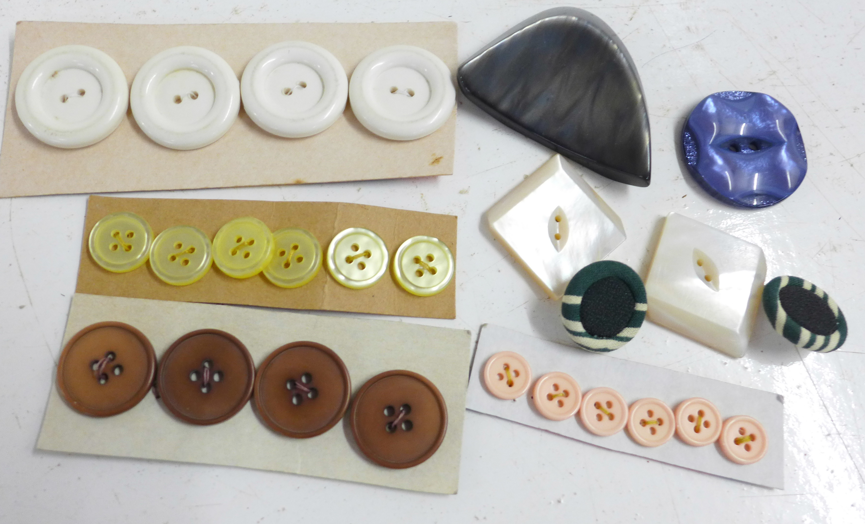 A large collection of vintage buttons, 1950's onwards - Image 3 of 5