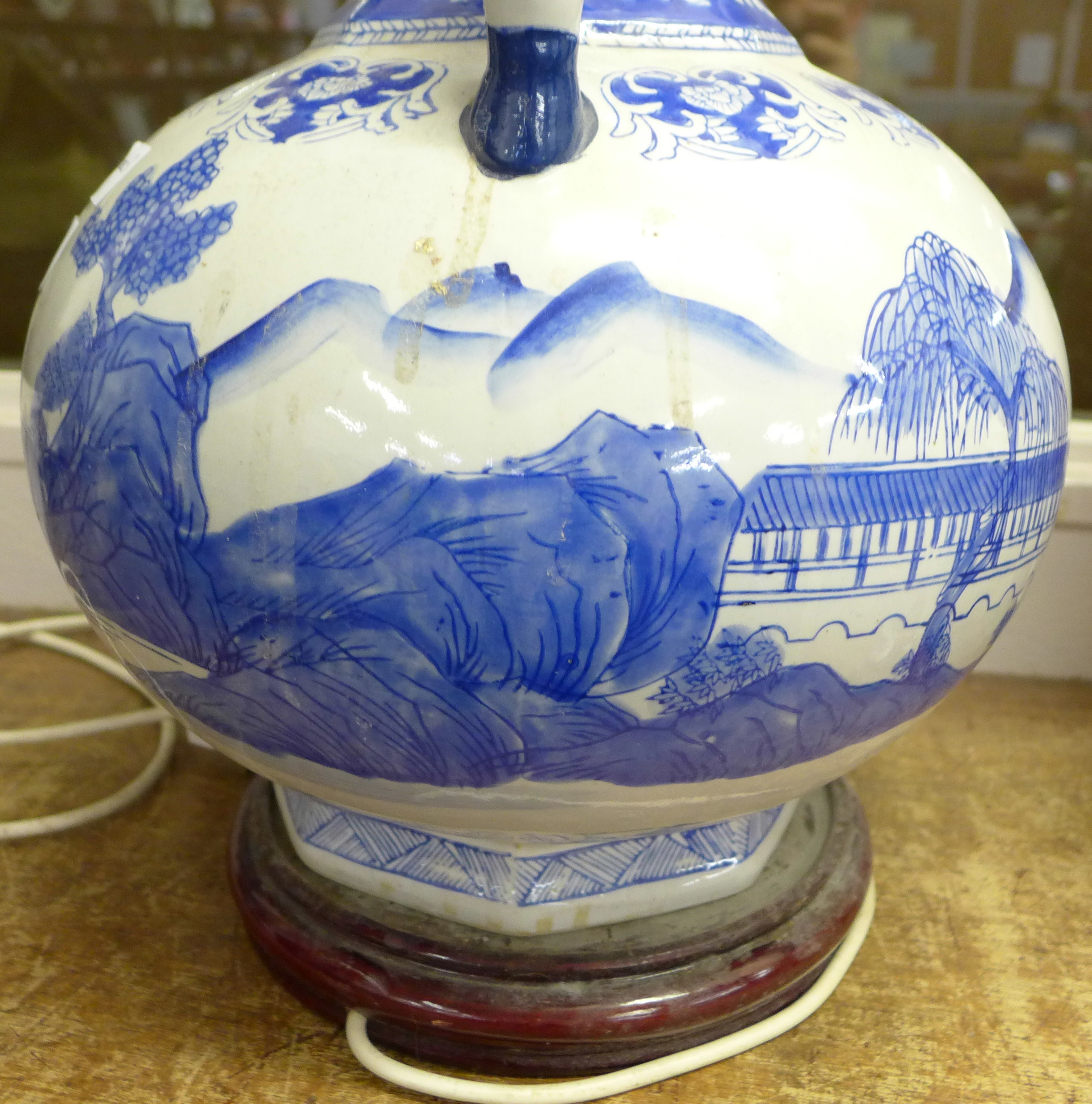A large Chinese blue and white table lamp, 40cm - Image 3 of 4