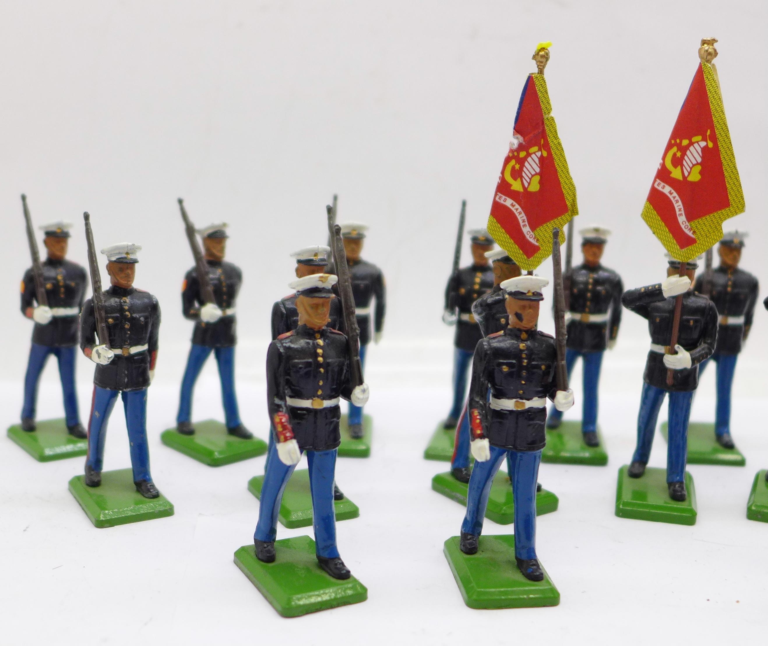 Twenty 1986 Britains Toys marching U.S. Marine figures - Image 2 of 5