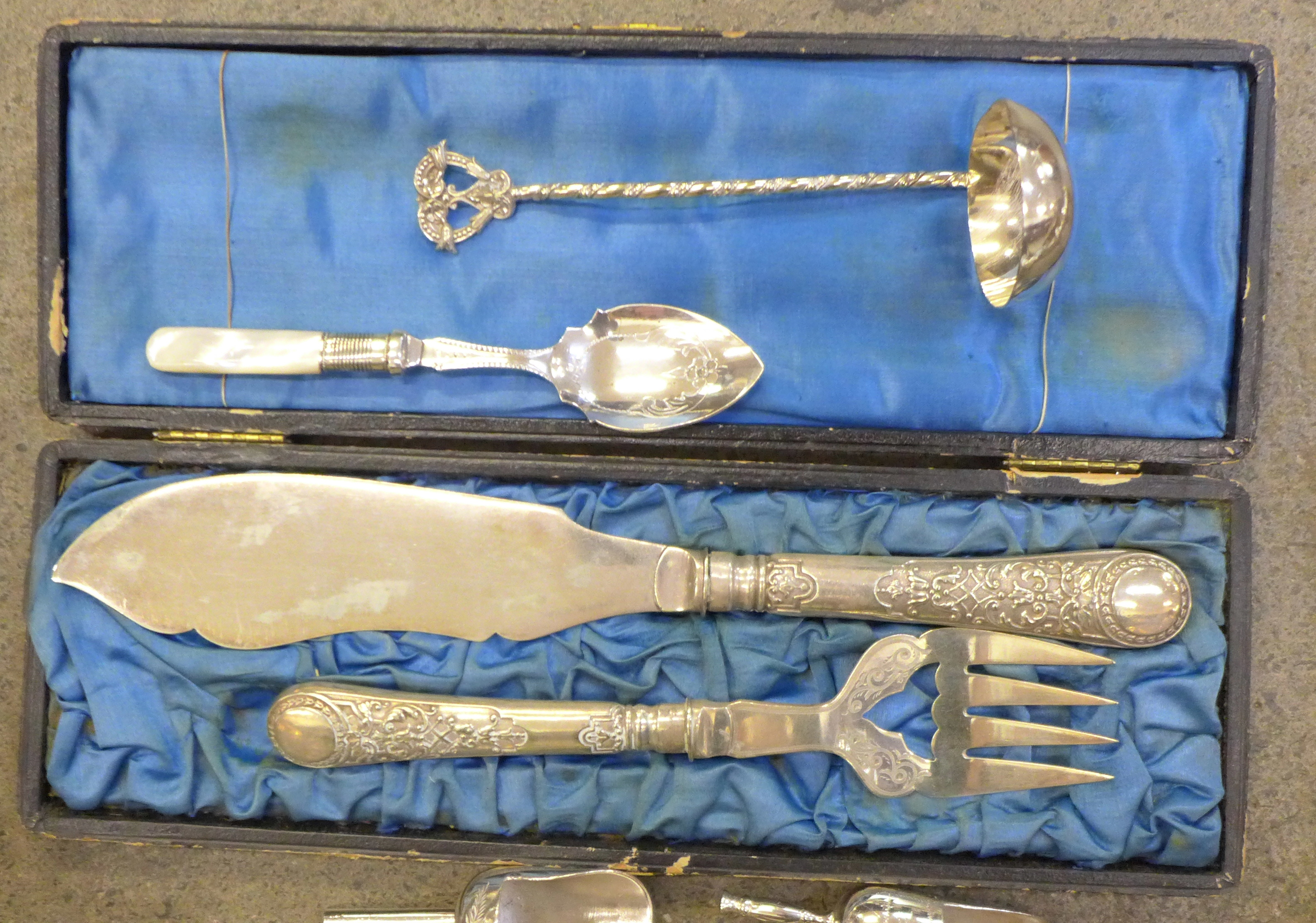 A collection of silver plate, candlesticks, an egg stand, etc. - Image 3 of 4