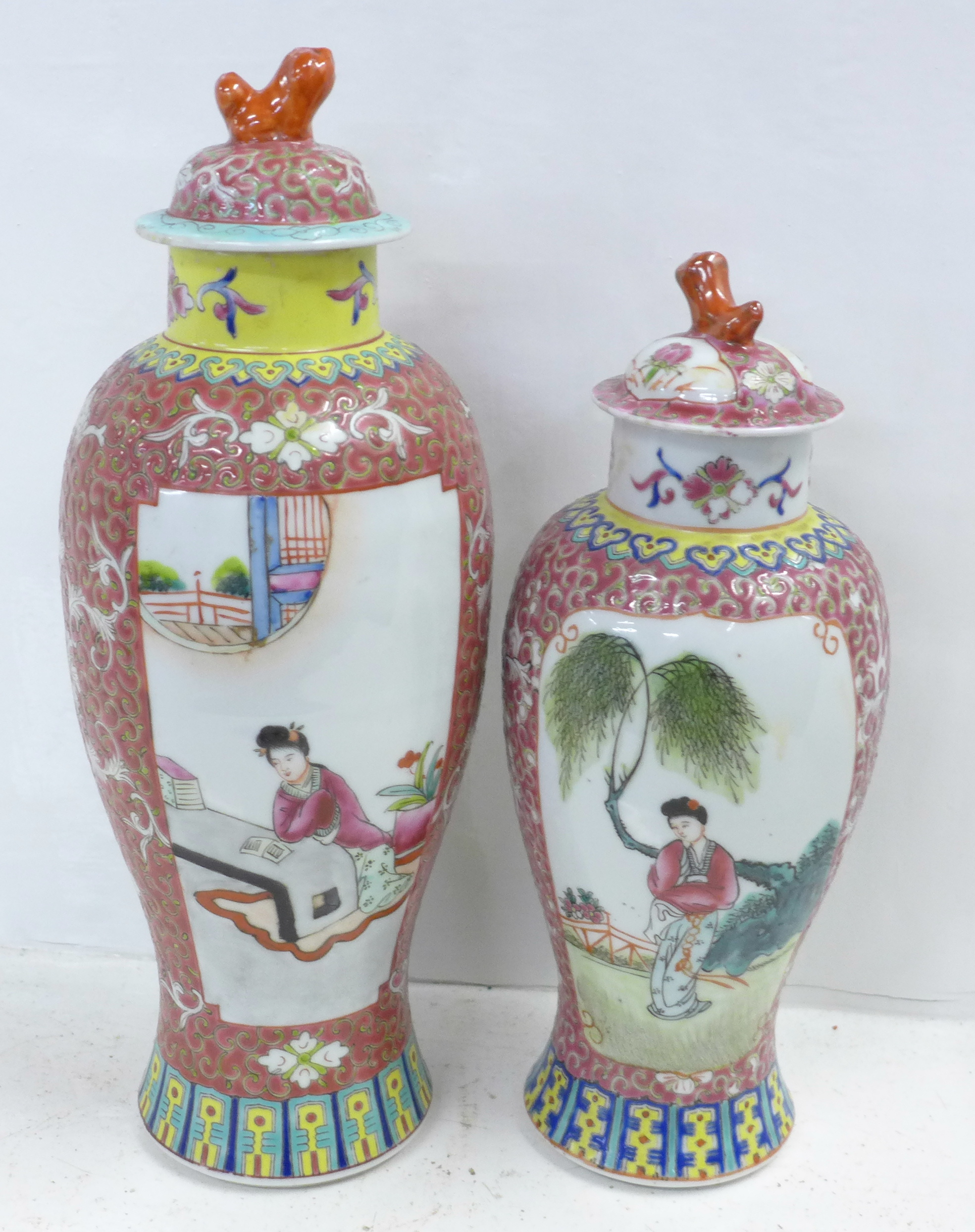 Two famille verte jars with covers - Image 3 of 5