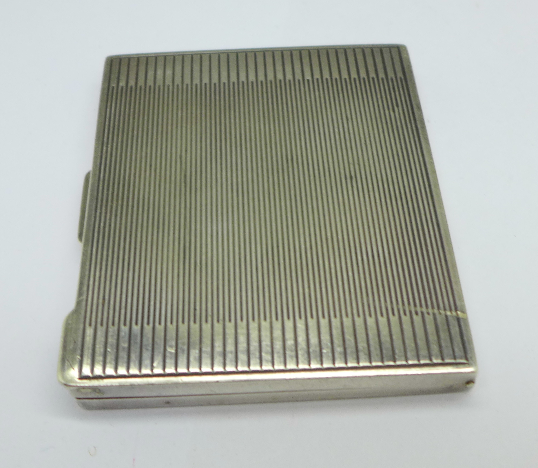 An Art Deco silver compact, London 1945, 80g - Image 3 of 5