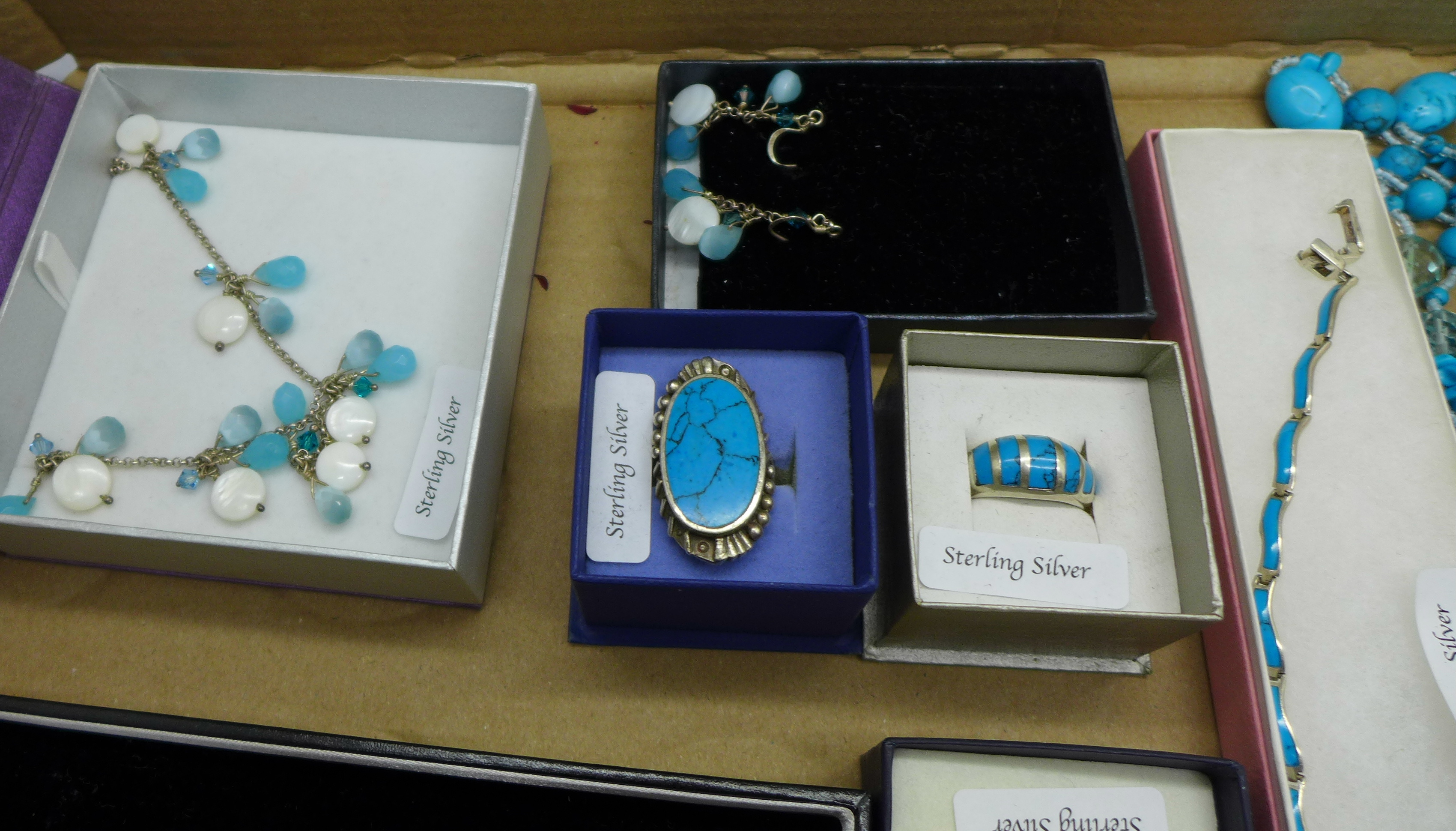 A collection of turquoise set silver jewellery - Image 4 of 5
