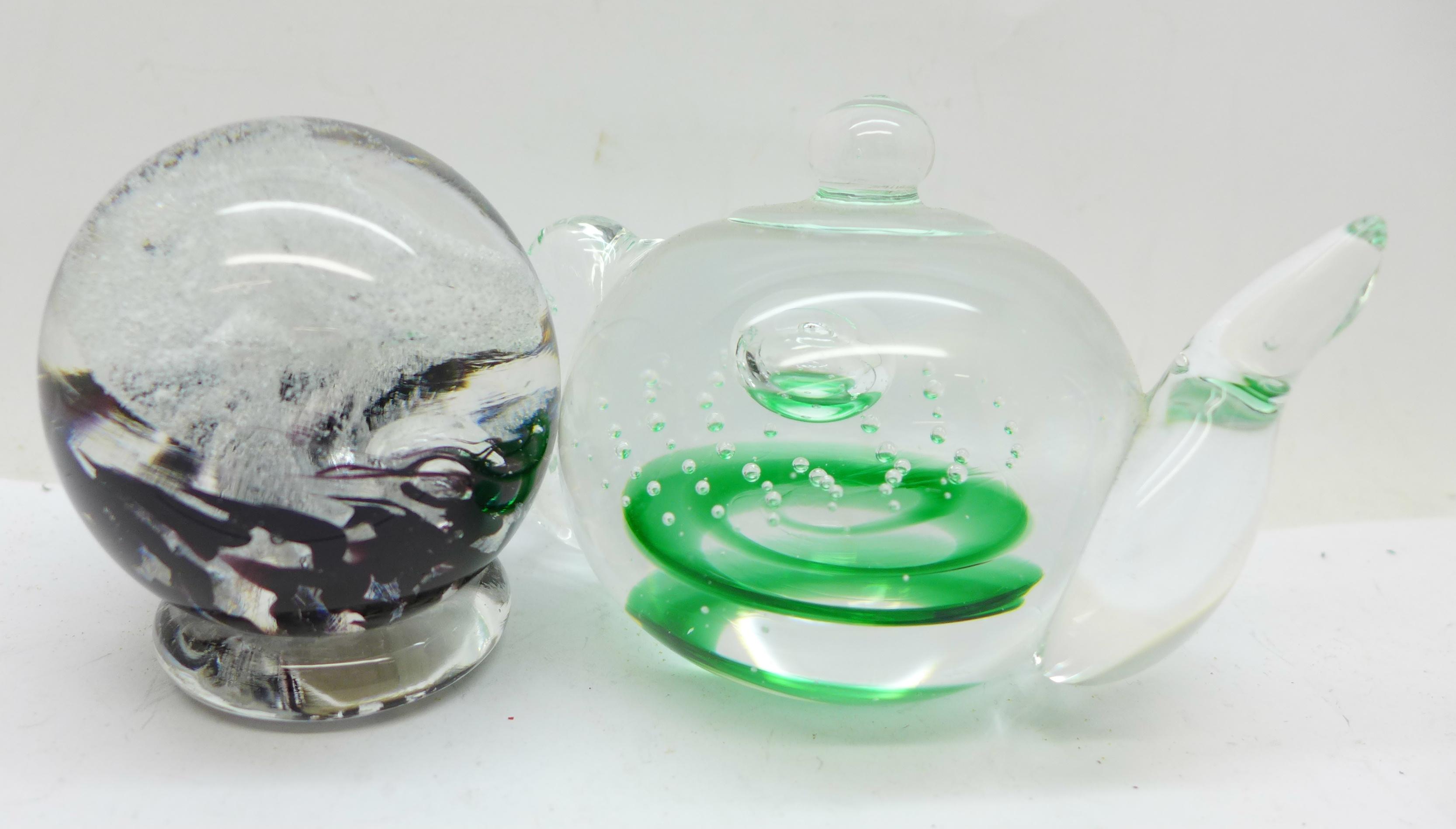 Ten glass paperweights including Tweedsmuir glass - Image 3 of 4