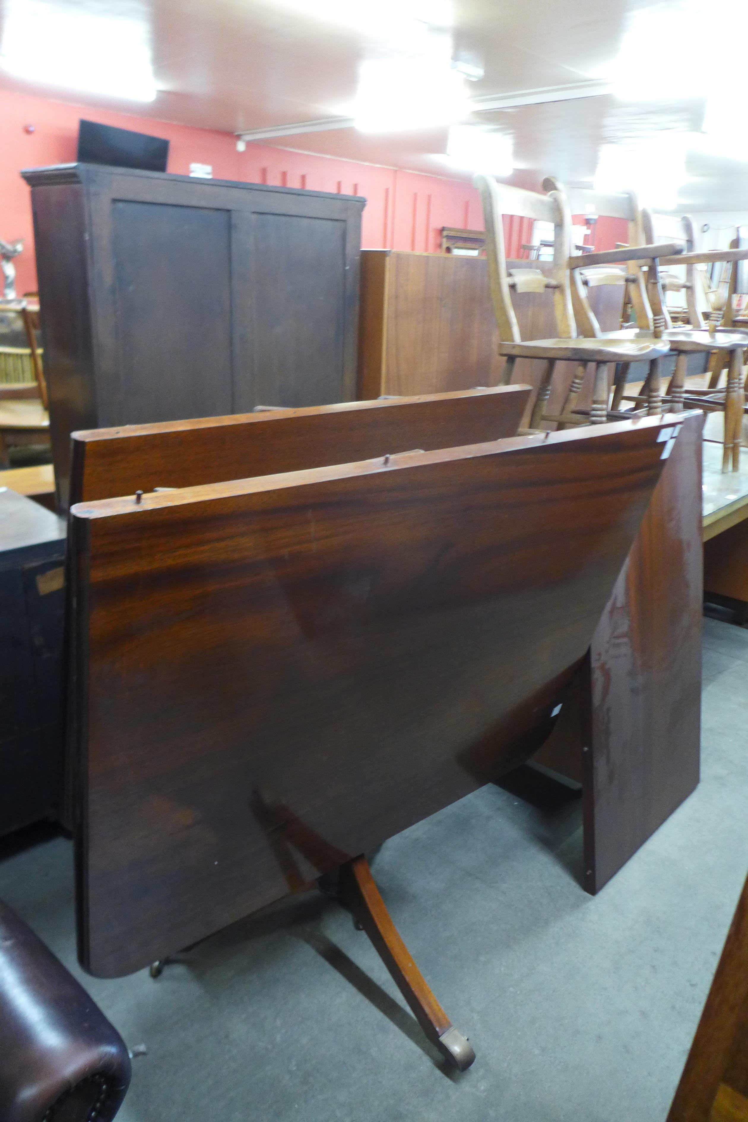 A Regency style mahogany pedestal dining table