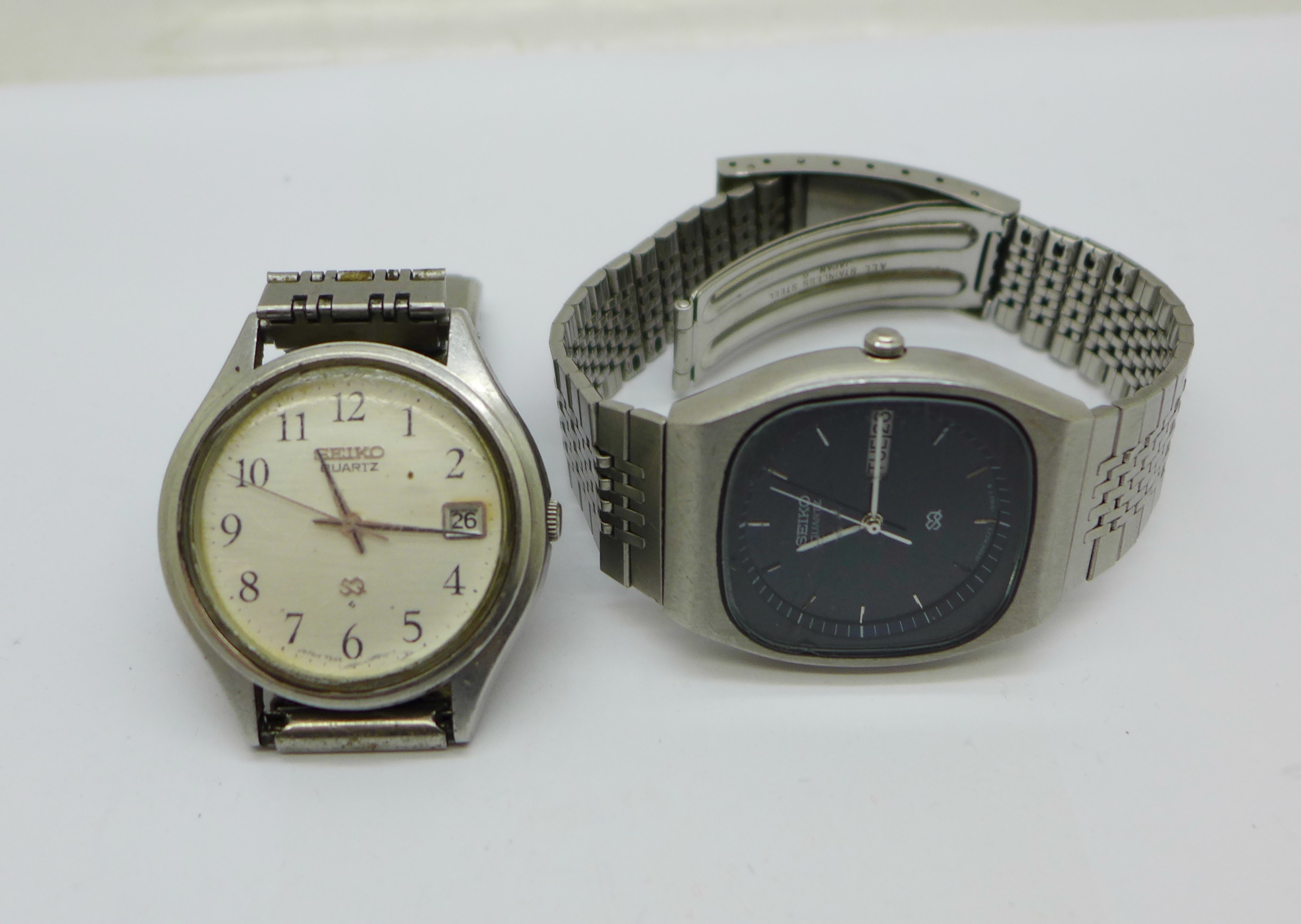 Two gentleman's Seiko quartz wristwatches, (scratched)