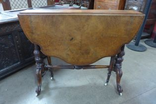 A Victorian figured walnut butterfly Sutherland table