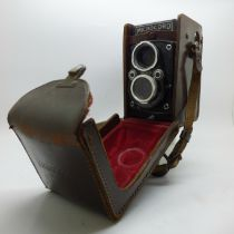 A Microcord camera, 77.5mm, f/3.2, Ross, London, and a light meter